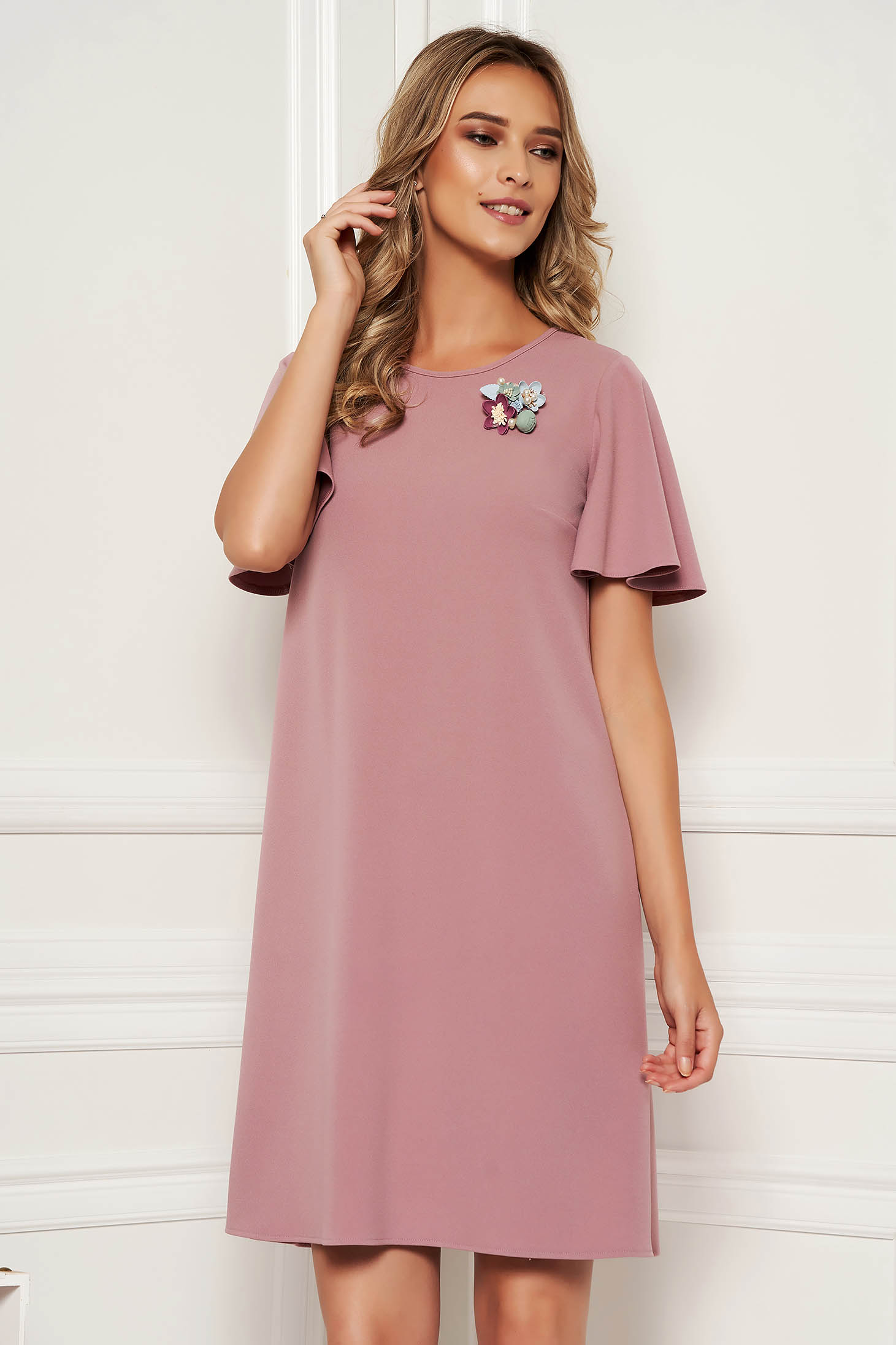 StarShinerS lila dress elegant daily straight with butterfly sleeves accessorized with breastpin
