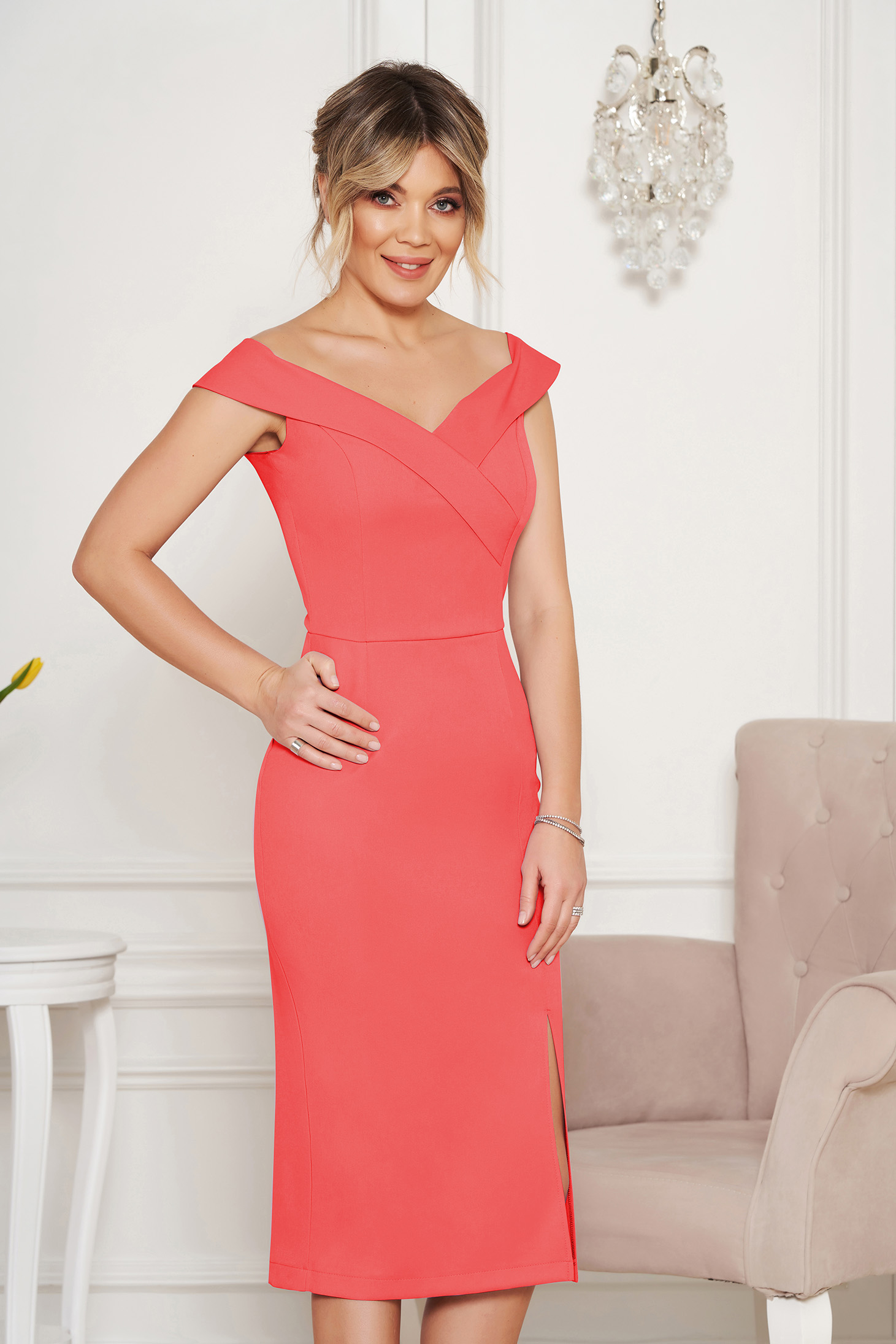 StarShinerS coral occasional dress with tented cut with v-neckline on the shoulders