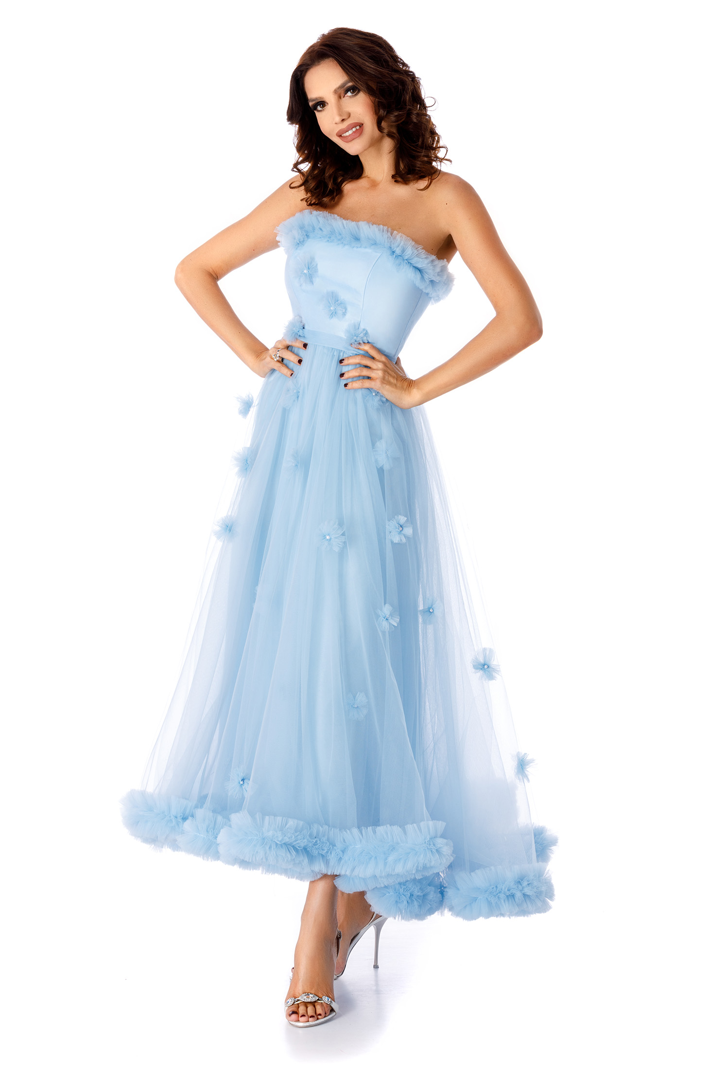 Rochie albastru-deschis de ocazie lunga in clos cu umeri goi croi in clos