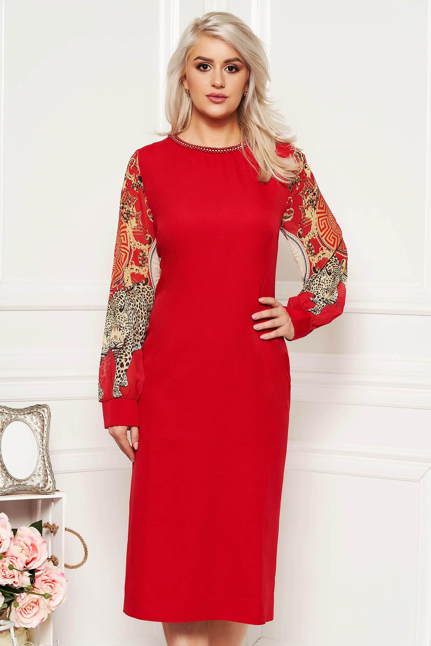 Piros alkalmi ruha szűk szabás gyöngyös díszítés átlátszó ujj
