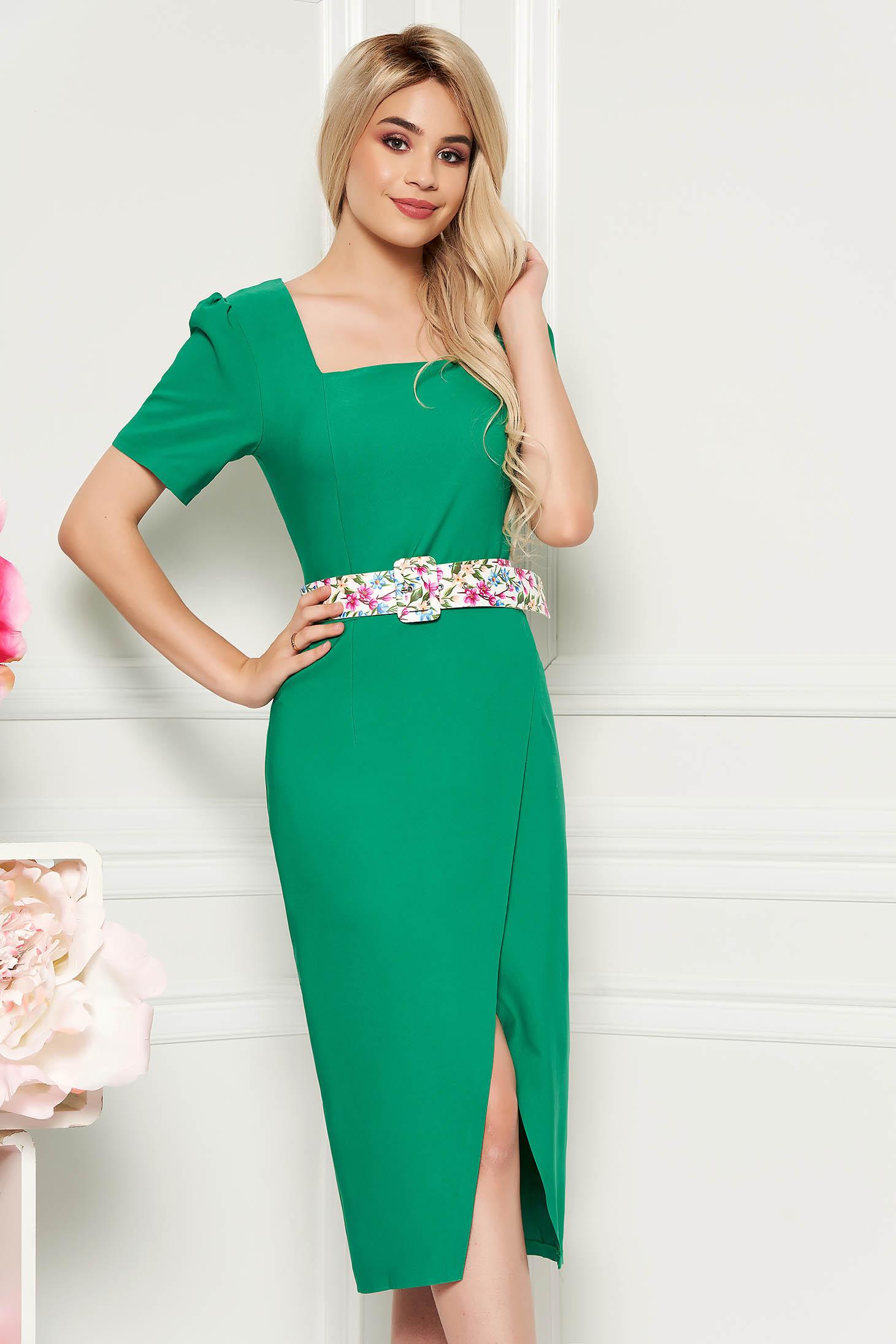 Rochie verde eleganta midi de zi cu un croi cambrat din material usor elastic cu accesoriu tip curea