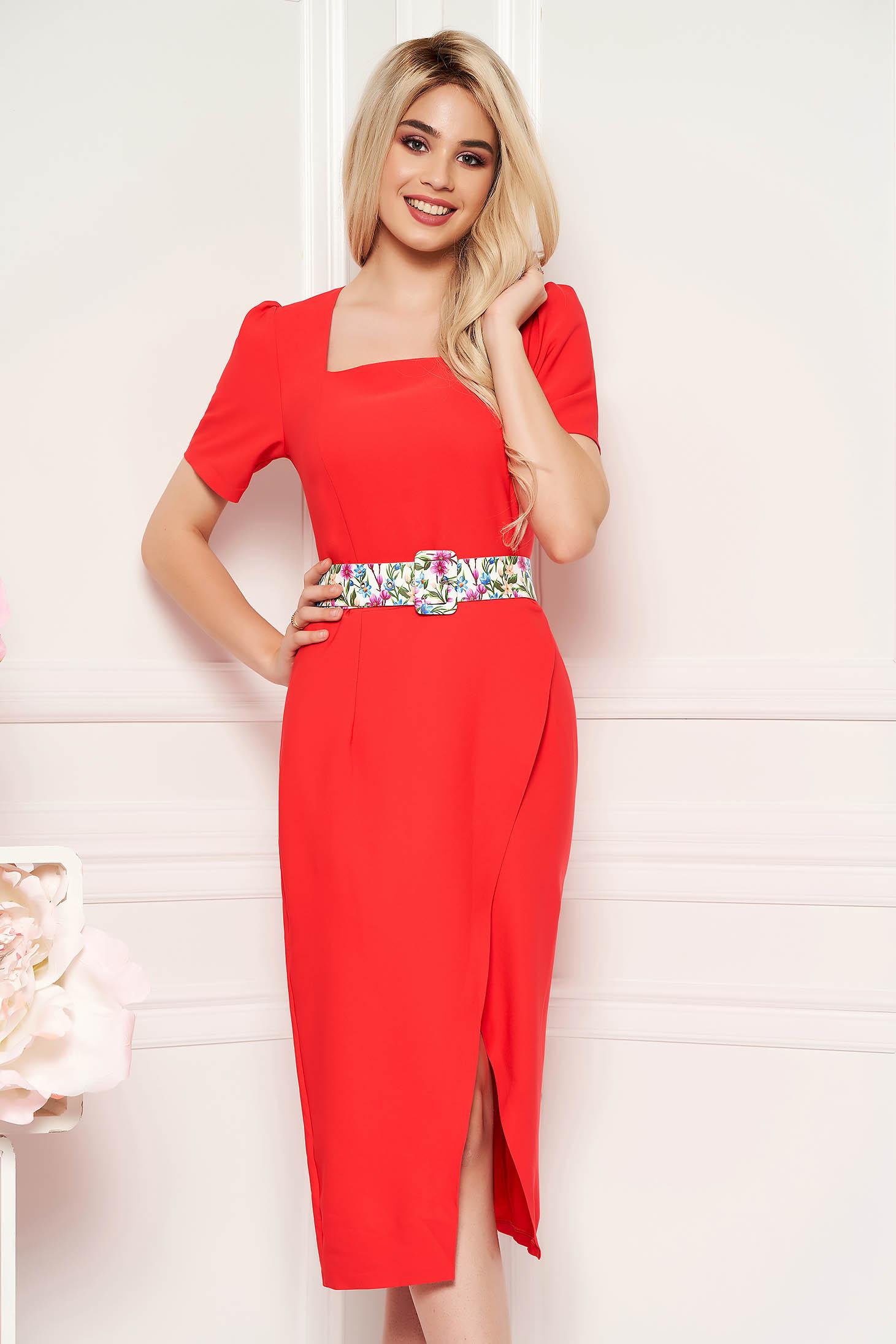 Rochie corai eleganta midi de zi cu un croi cambrat din material usor elastic cu accesoriu tip curea