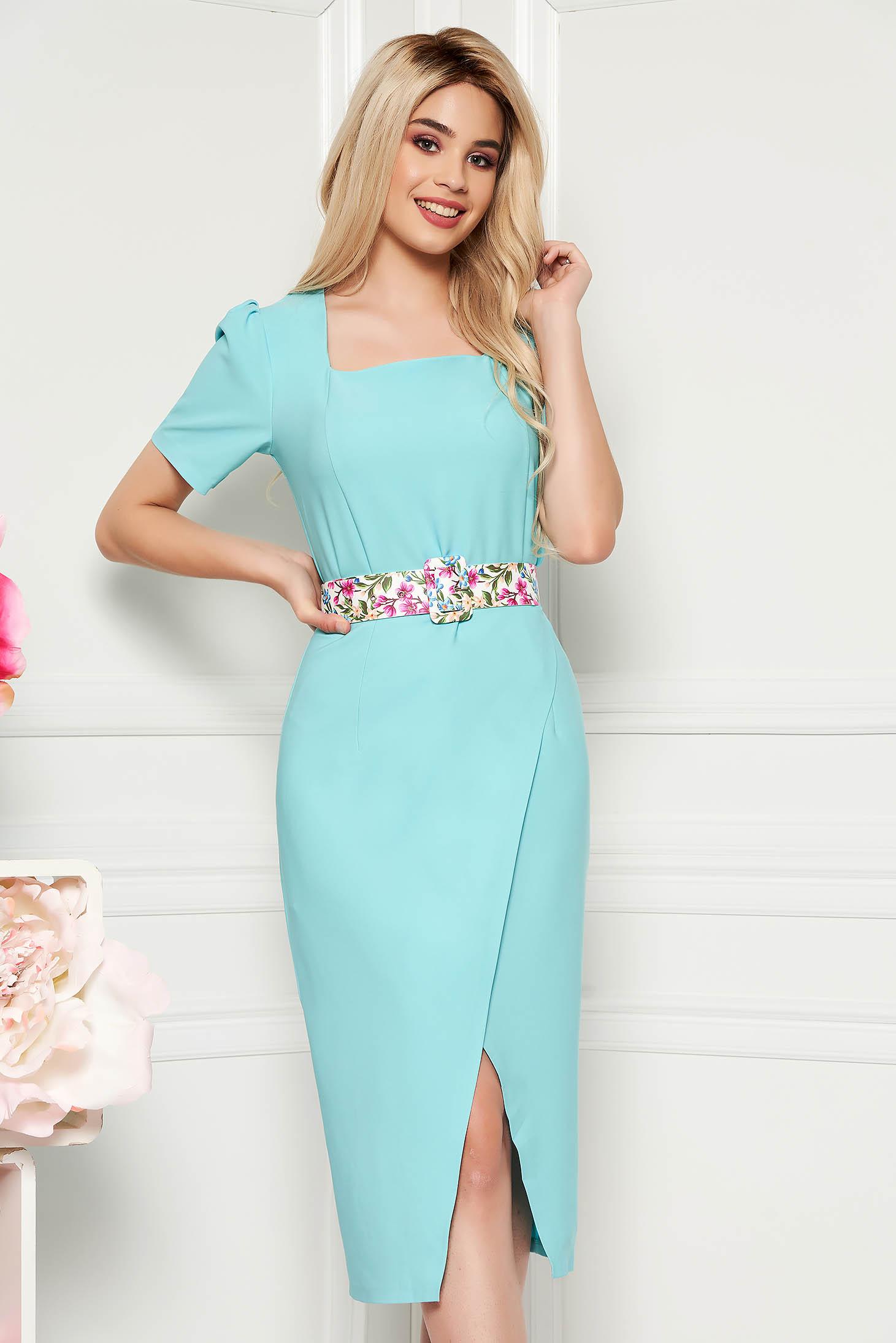 Rochie albastru aqua eleganta midi de zi cu un croi cambrat din material usor elastic cu accesoriu tip curea