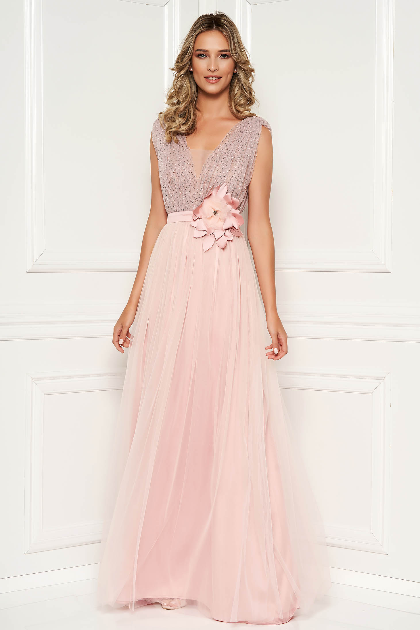 87ca3ca4b0 Világos rózsaszín alkalmi ruha strassz köves díszítés mély dekoltázs