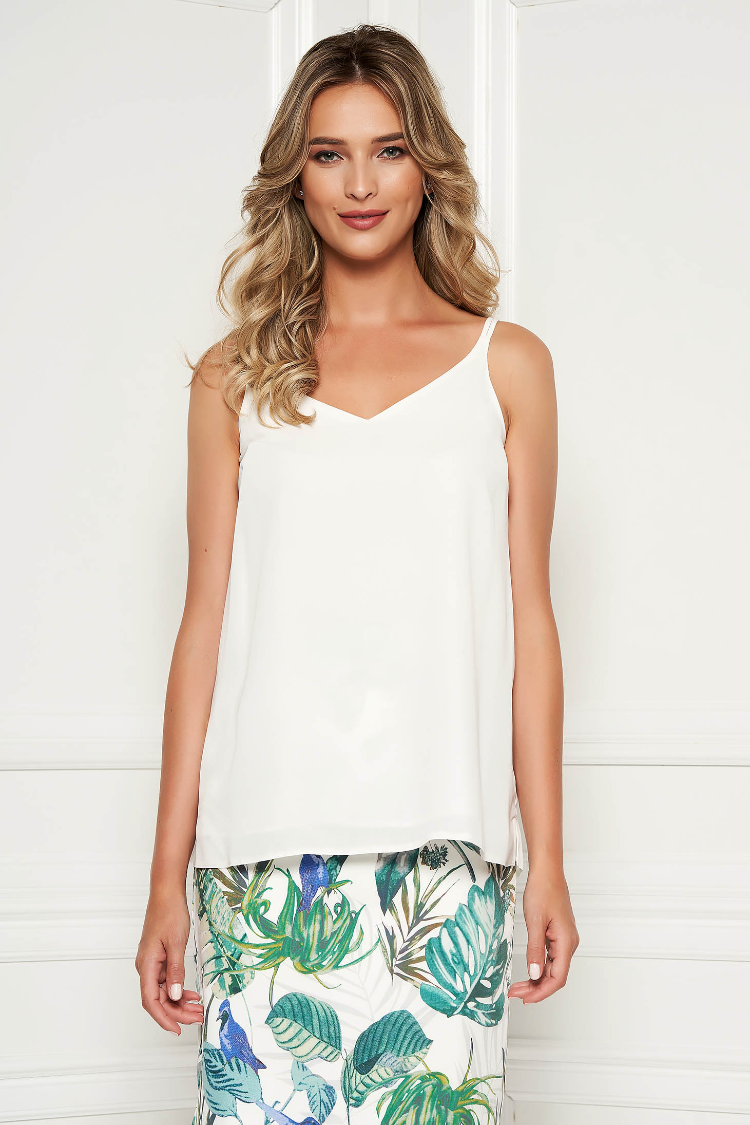 StarShinerS white top shirt with easy cut with v-neckline voile fabric