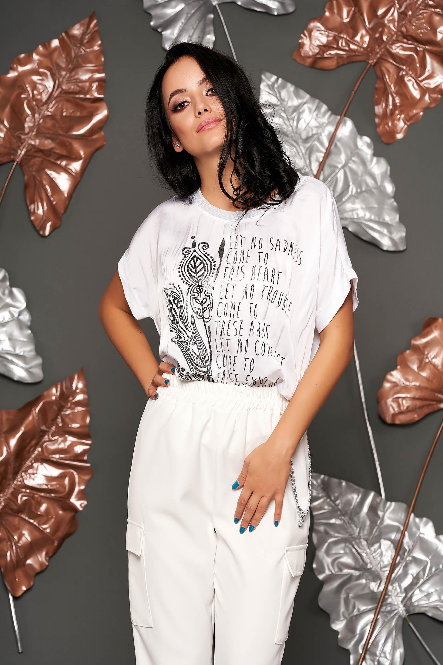 Tricou alb lung cu croi larg cu maneca scurta din material usor transparent