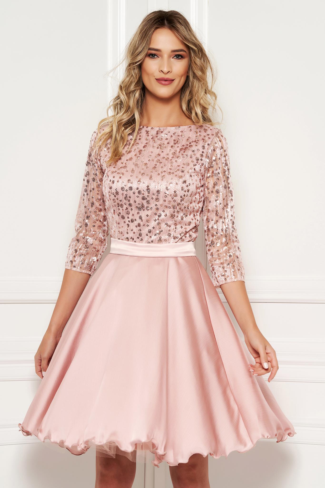 84ce32b1e4 Világos rózsaszín alkalmi harang ruha átlátszó ujj csipkéből flitteres  díszítés