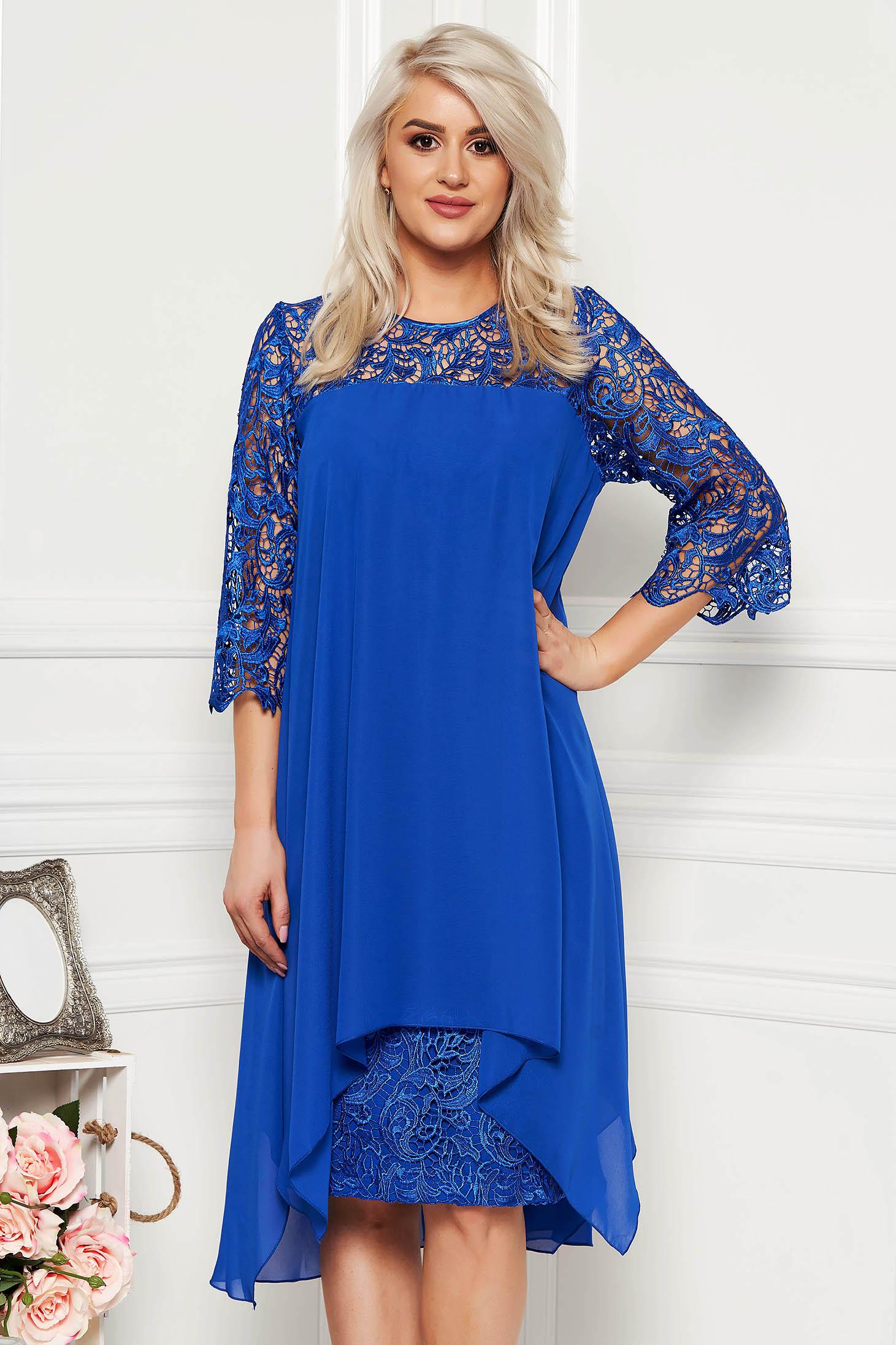 Rochie albastra de ocazie midi cu un croi drept din dantela cu suprapunere cu voal