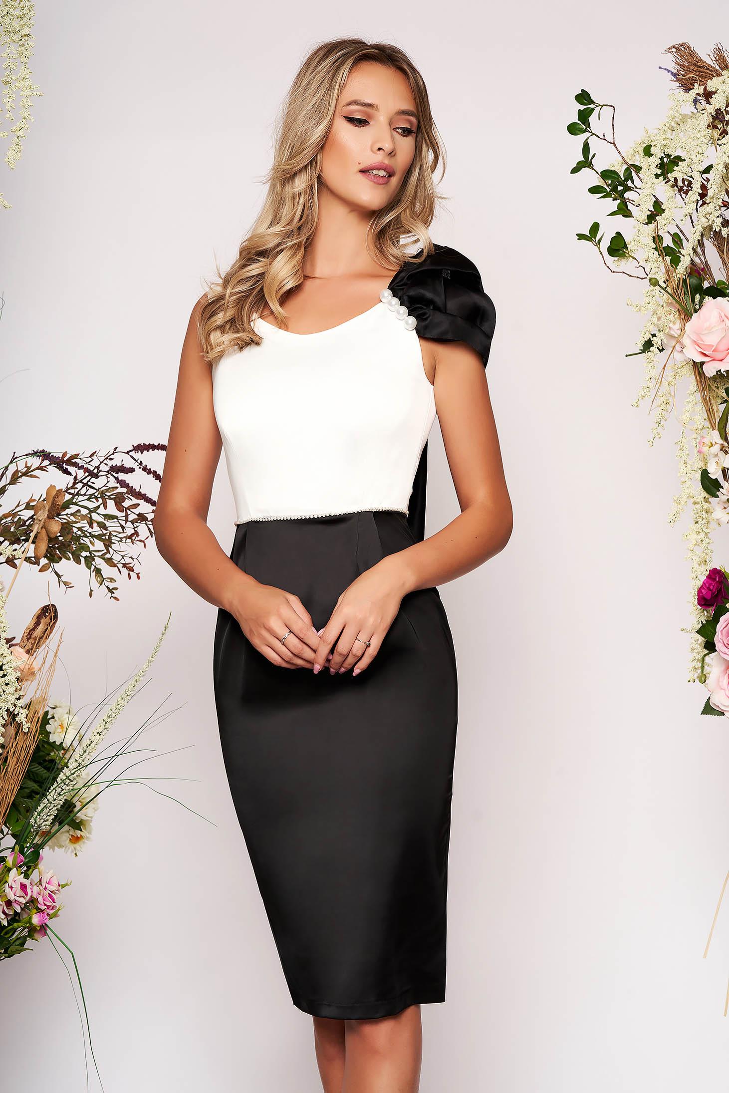 Rochie PrettyGirl neagra midi eleganta de ocazie tip creion din material satinat cu accesoriu inclus