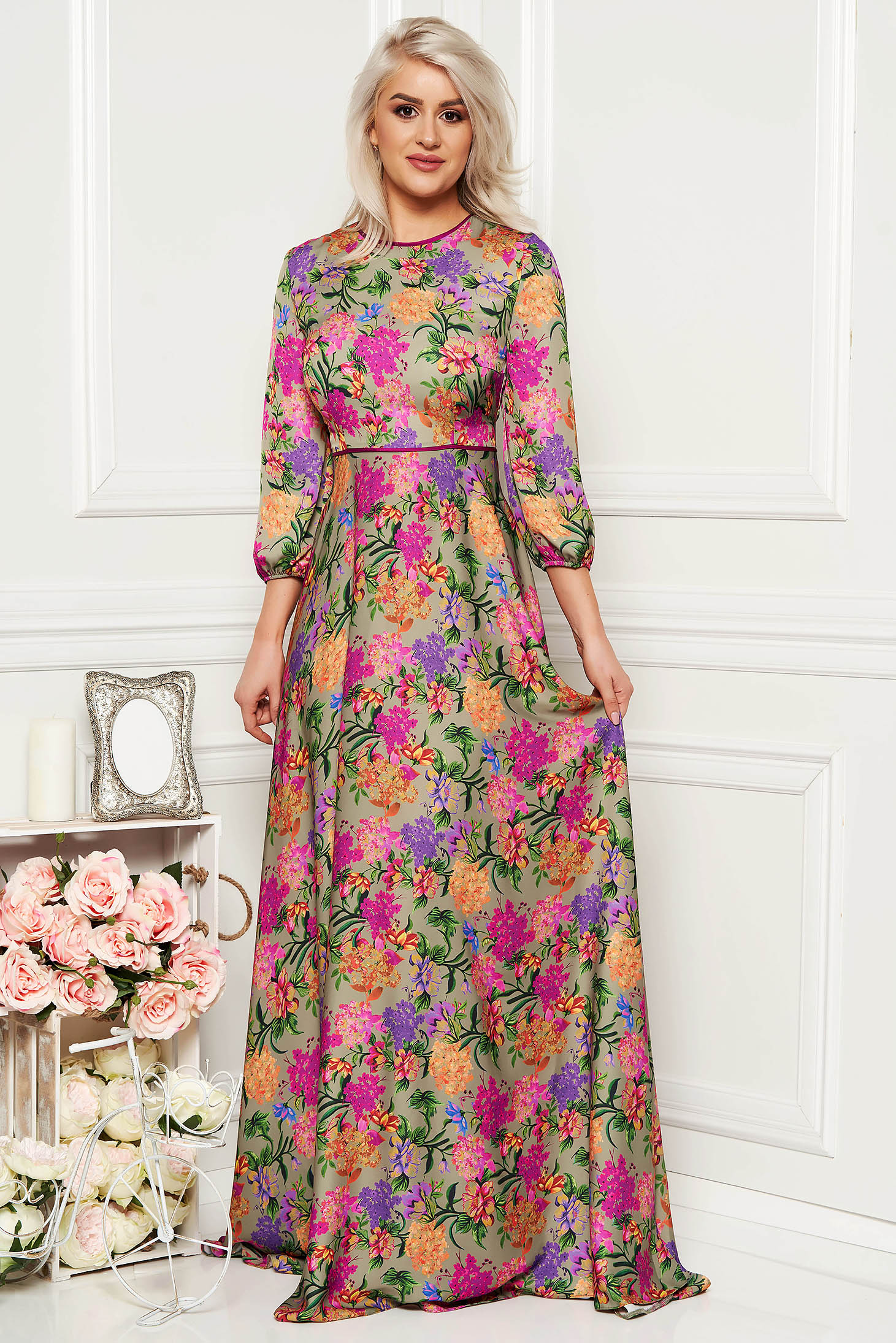 Rochie verde eleganta lunga de ocazie in clos cu maneca lunga din material satinat cu imprimeu floral