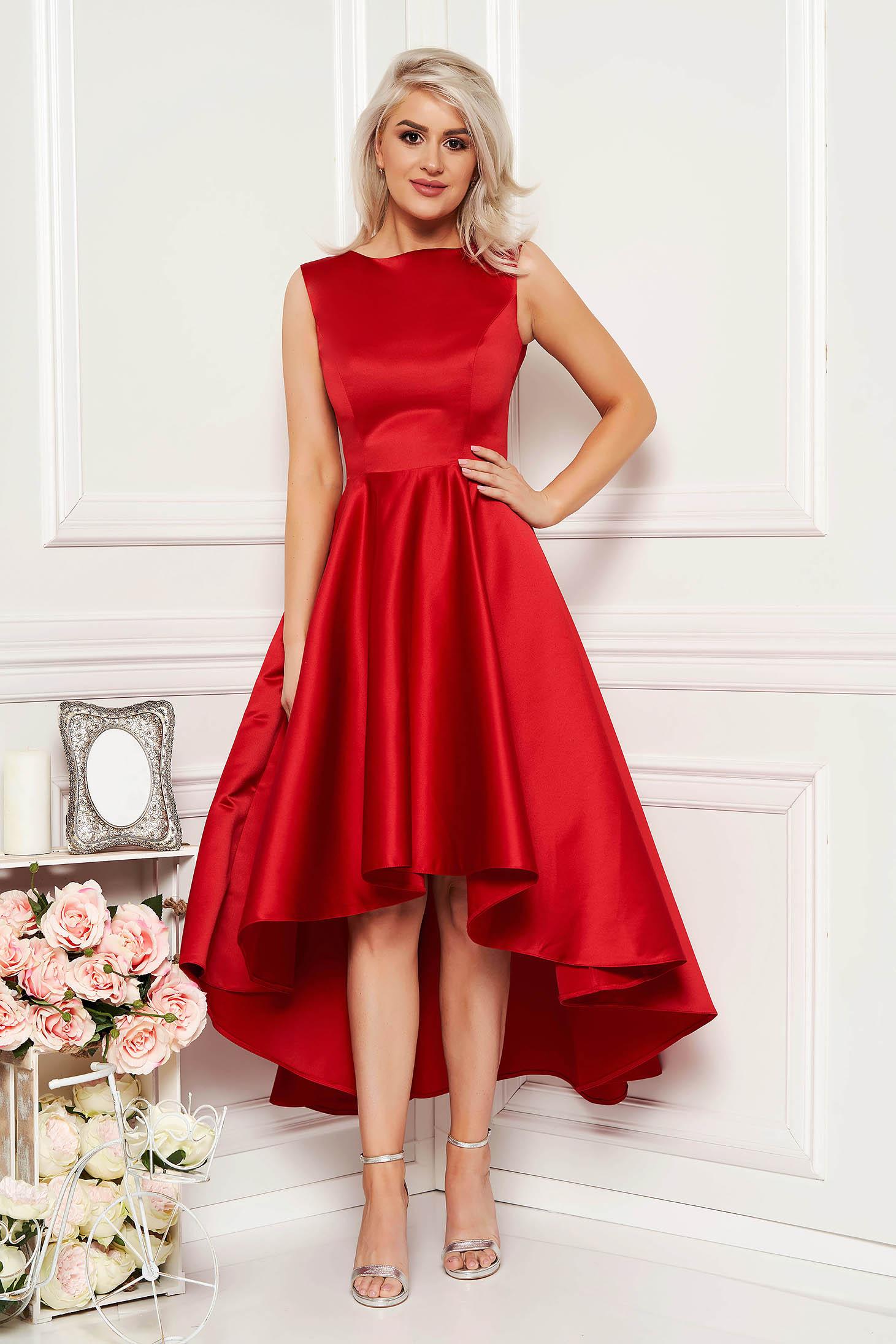 Rochie rosie eleganta asimetrica de ocazie in clos din material satinat fara maneci