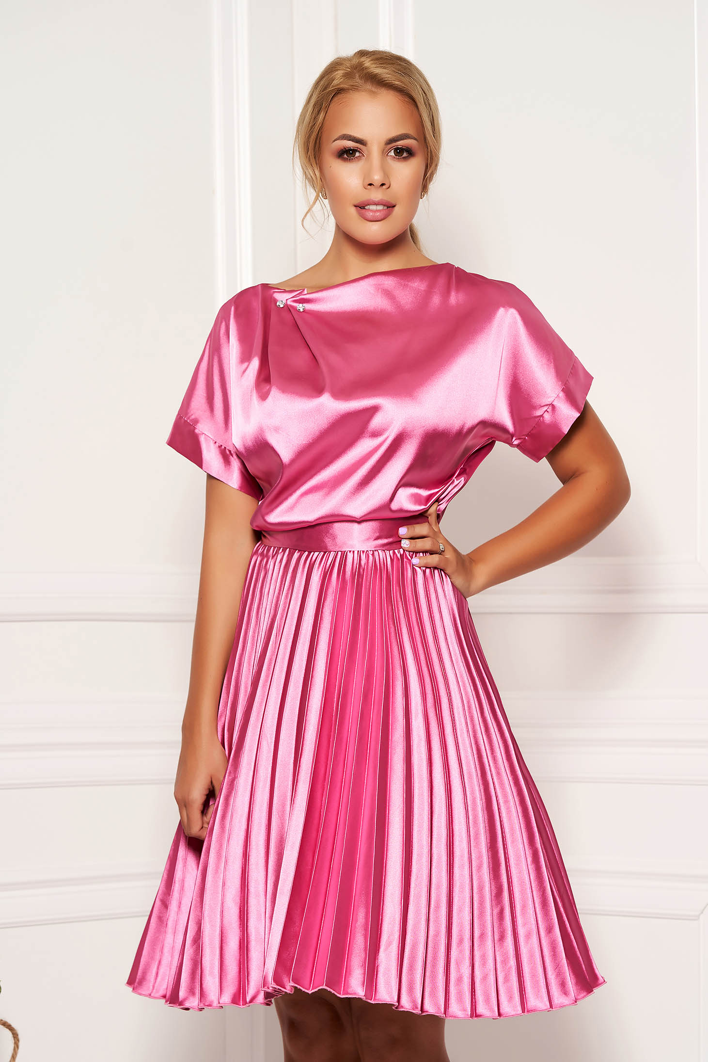 StarShinerS fuchsia dress elegant cloche midi from satin accessorized with tied waistband folded up