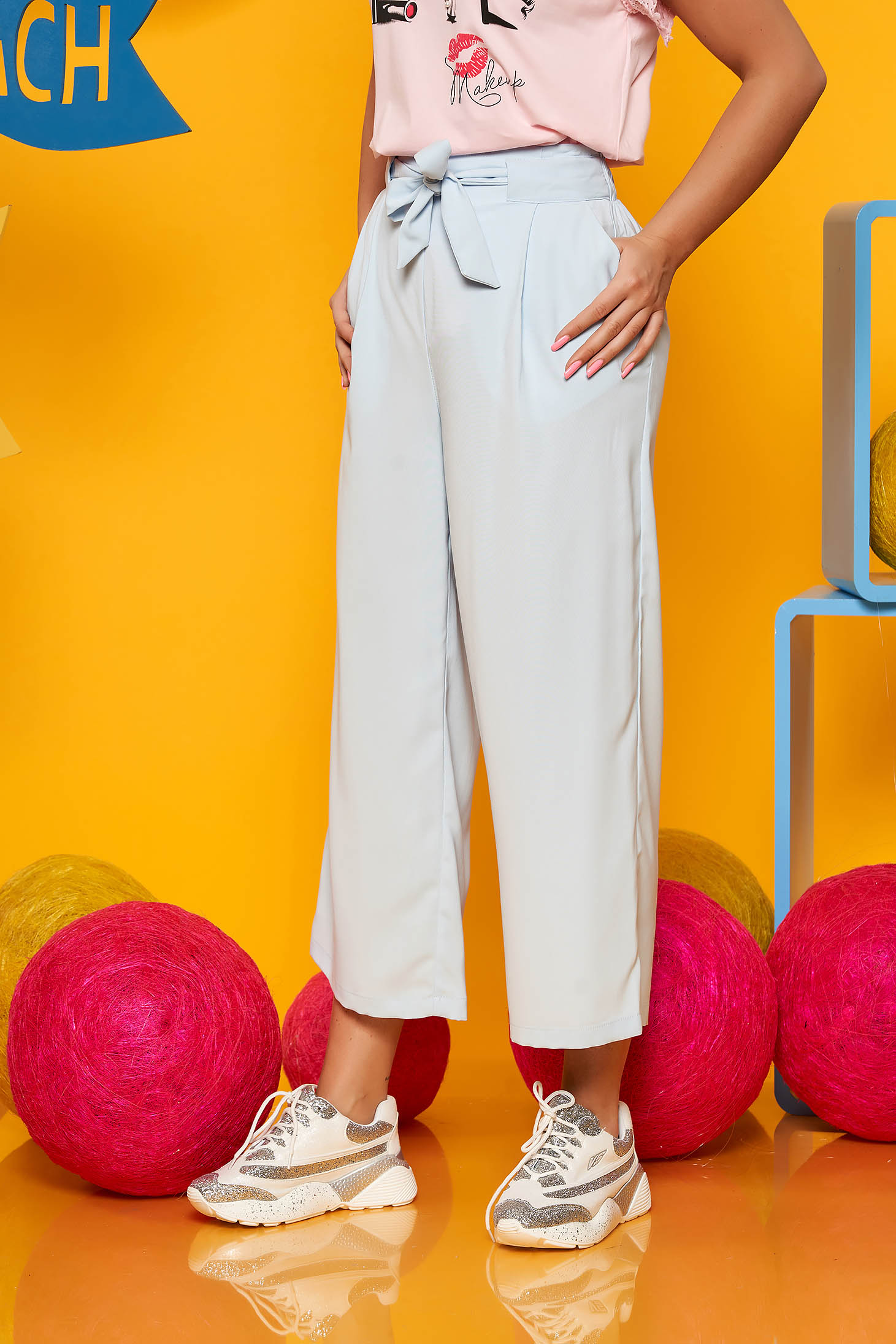 Lightblue trousers elegant high waisted with pockets airy fabric accessorized with tied waistband