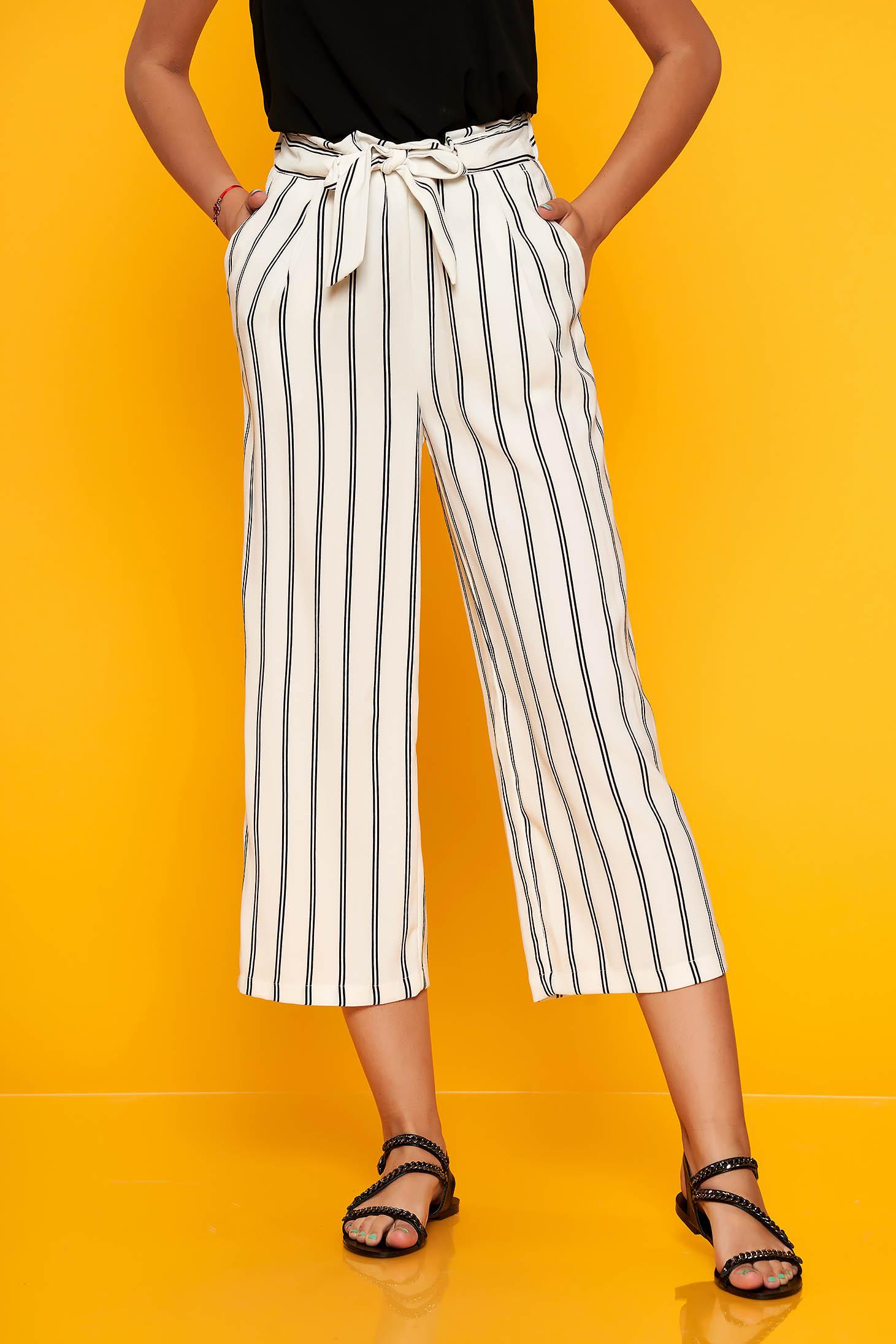 Pantaloni SunShine albi casual cu un croi drept cu elastic in talie accesorizati cu cordon