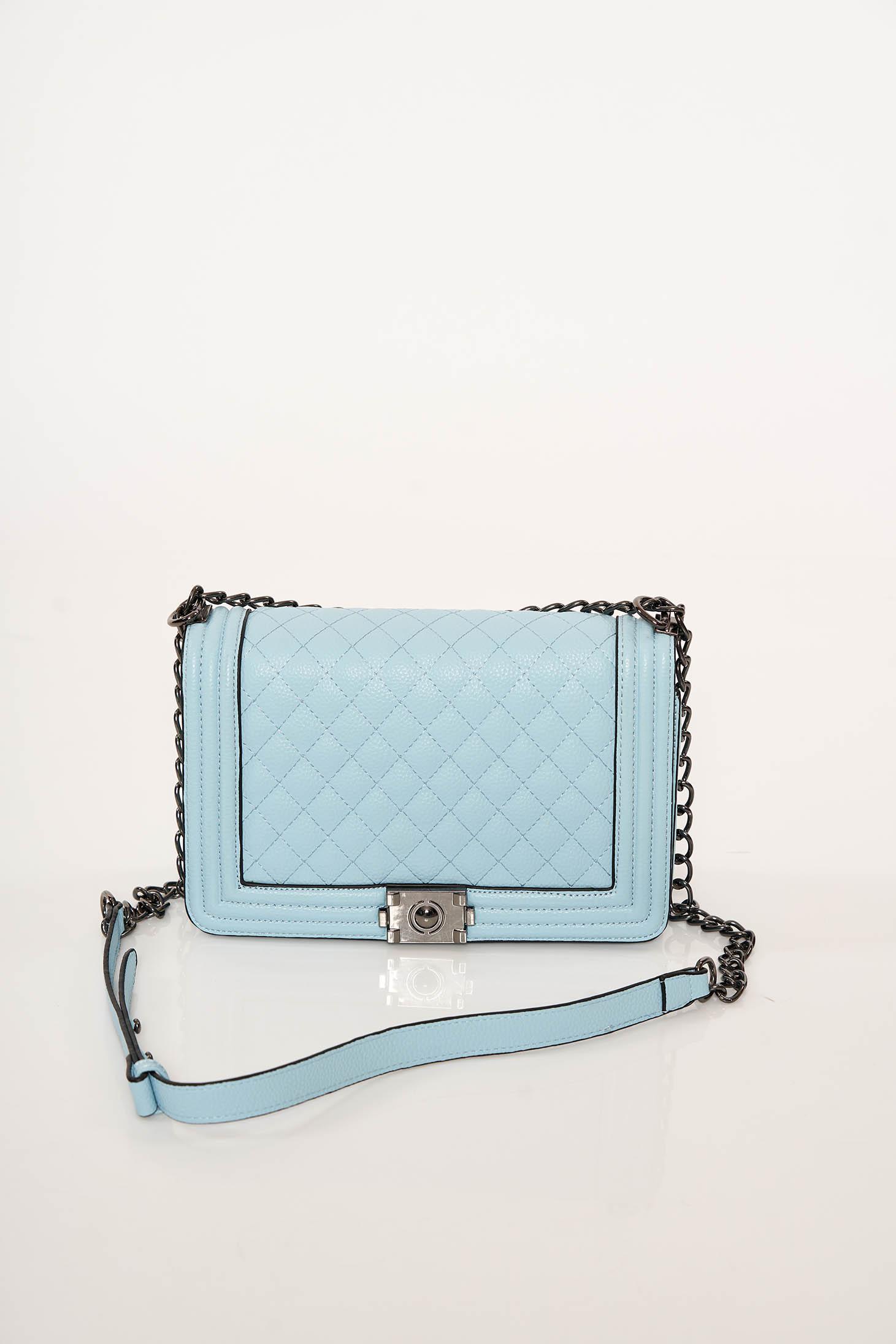Geanta dama albastra-deschis eleganta din piele ecologica accesorizata cu o catarama metalica