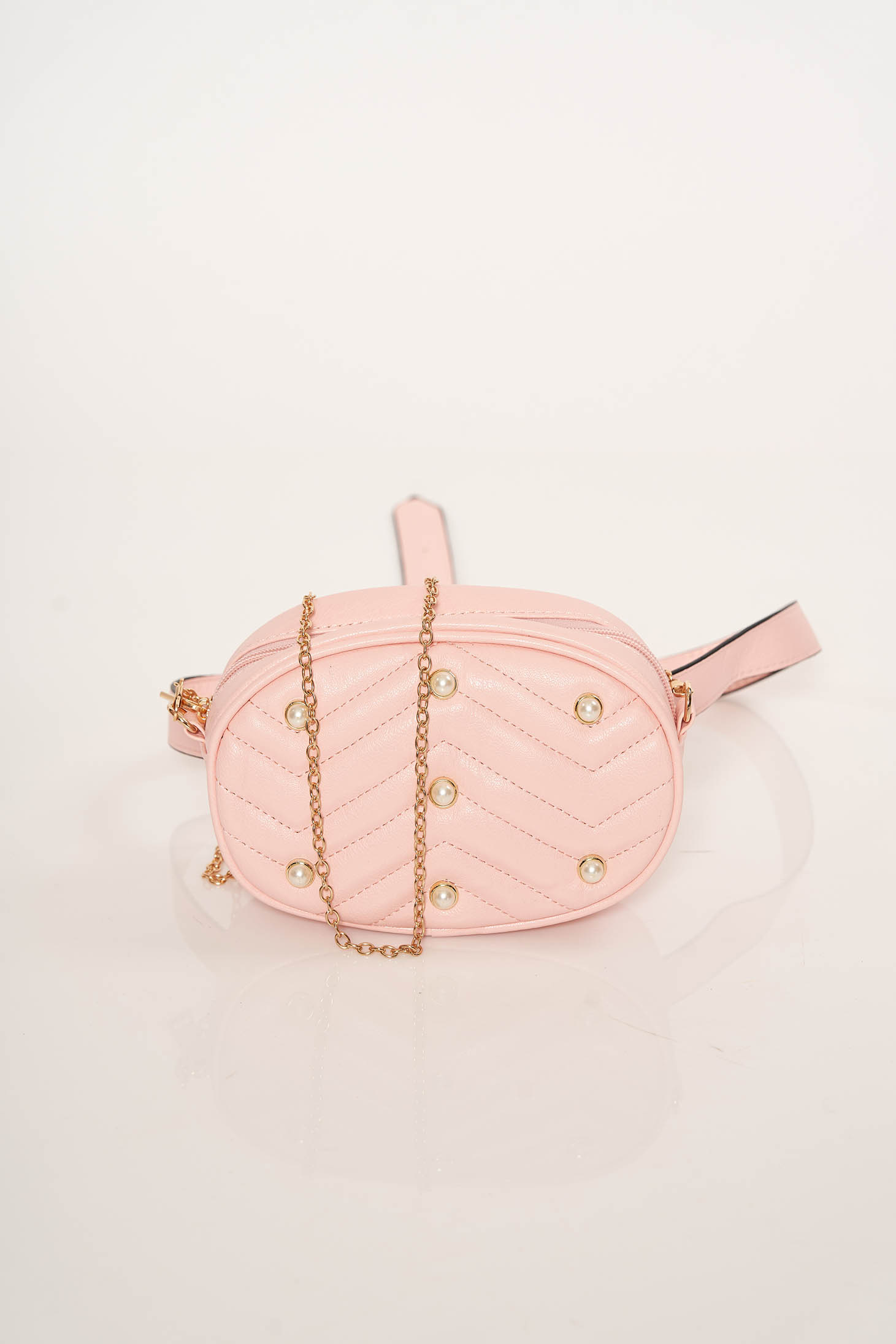 Geanta dama roz deschis tip borseta accesorizata cu lant metalic cu aplicatii cu margele din material matlasat