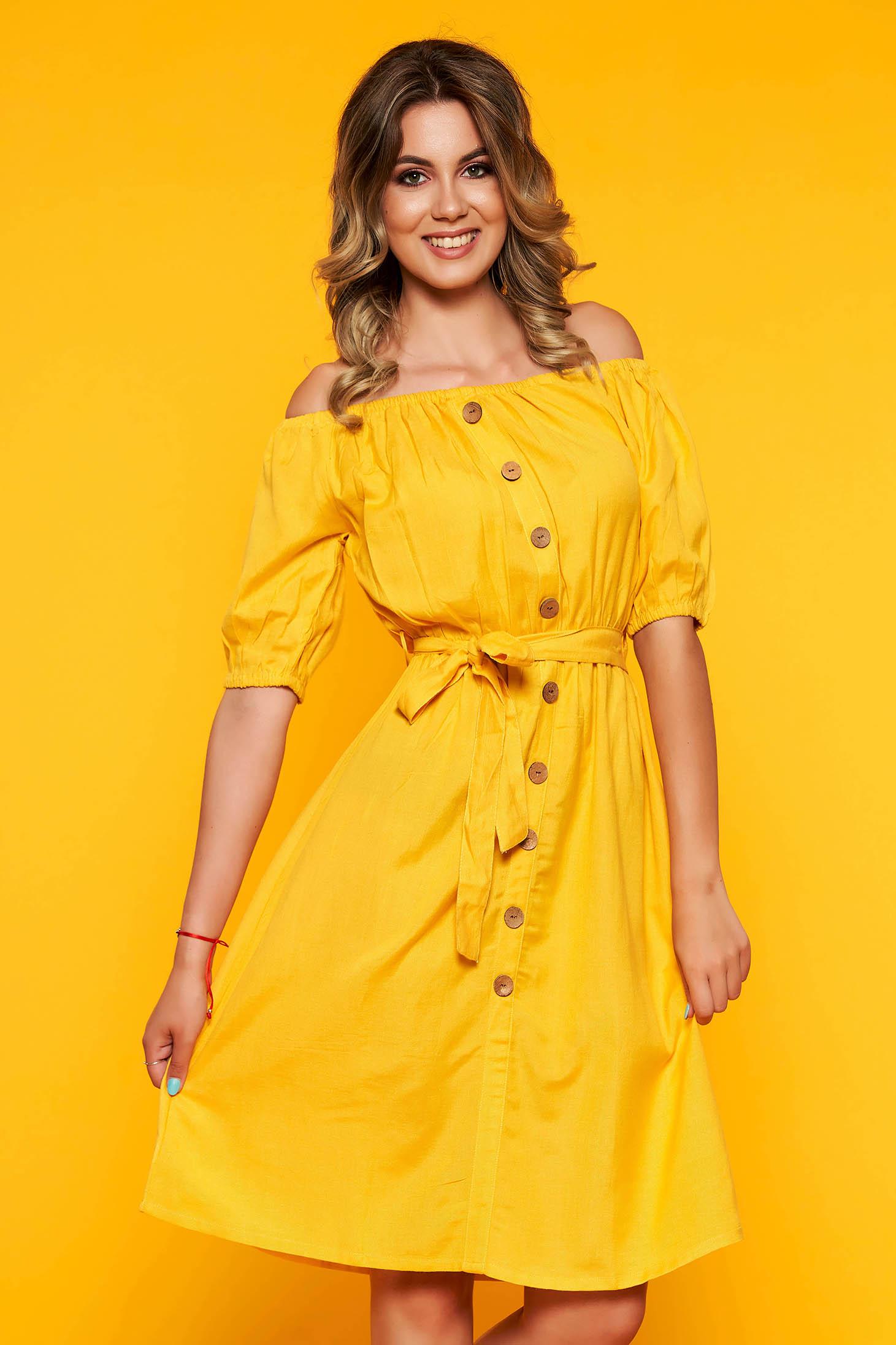 Sárga casual harang ruha övvel ellátva