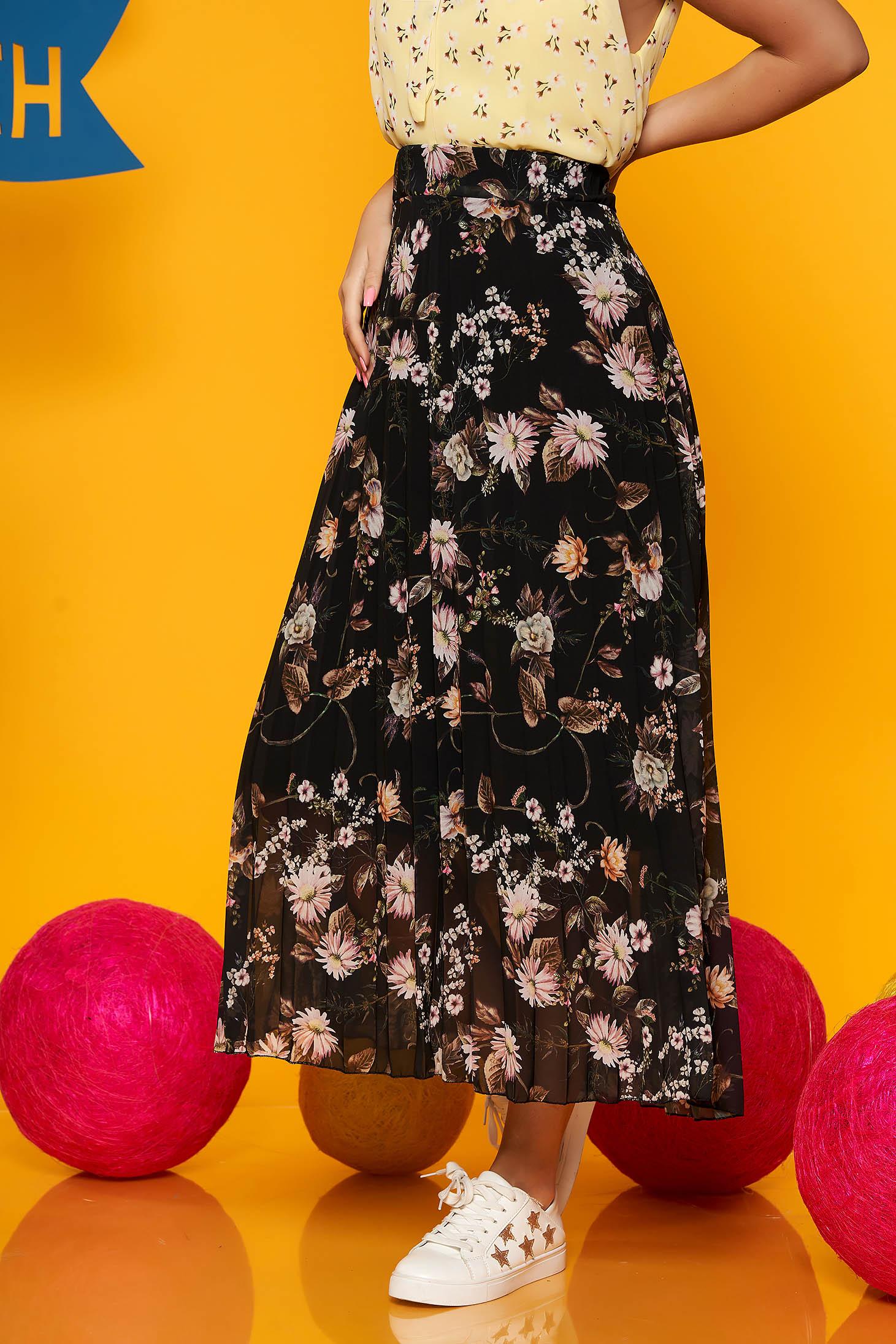 Fekete szoknya fátyol harang virágmintás