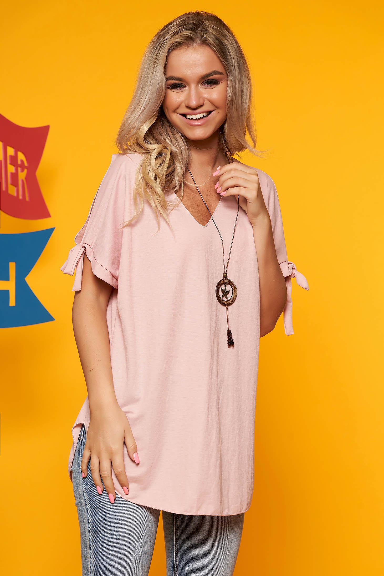 Bluza dama SunShine roz prafuit cu umeri decupati cu decolteu in v cu accesoriu inclus