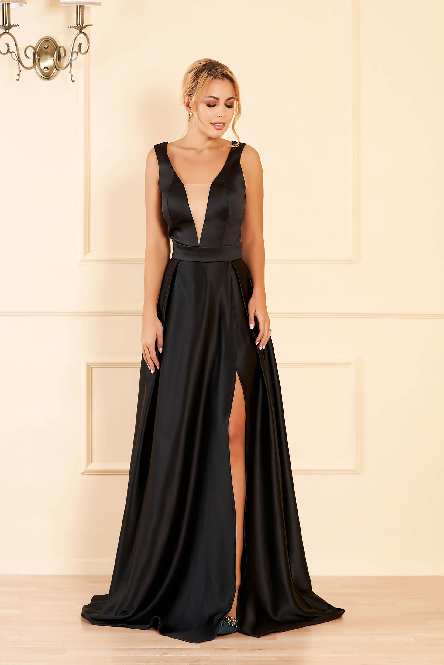 Black dress cloche cut material with v-neckline from satin occasional