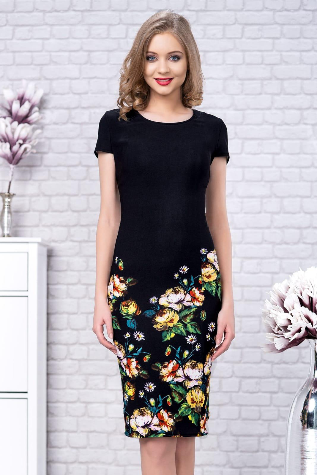 Rochie neagra eleganta midi tip creion din material reiat cu imprimeu floral si maneca scurta
