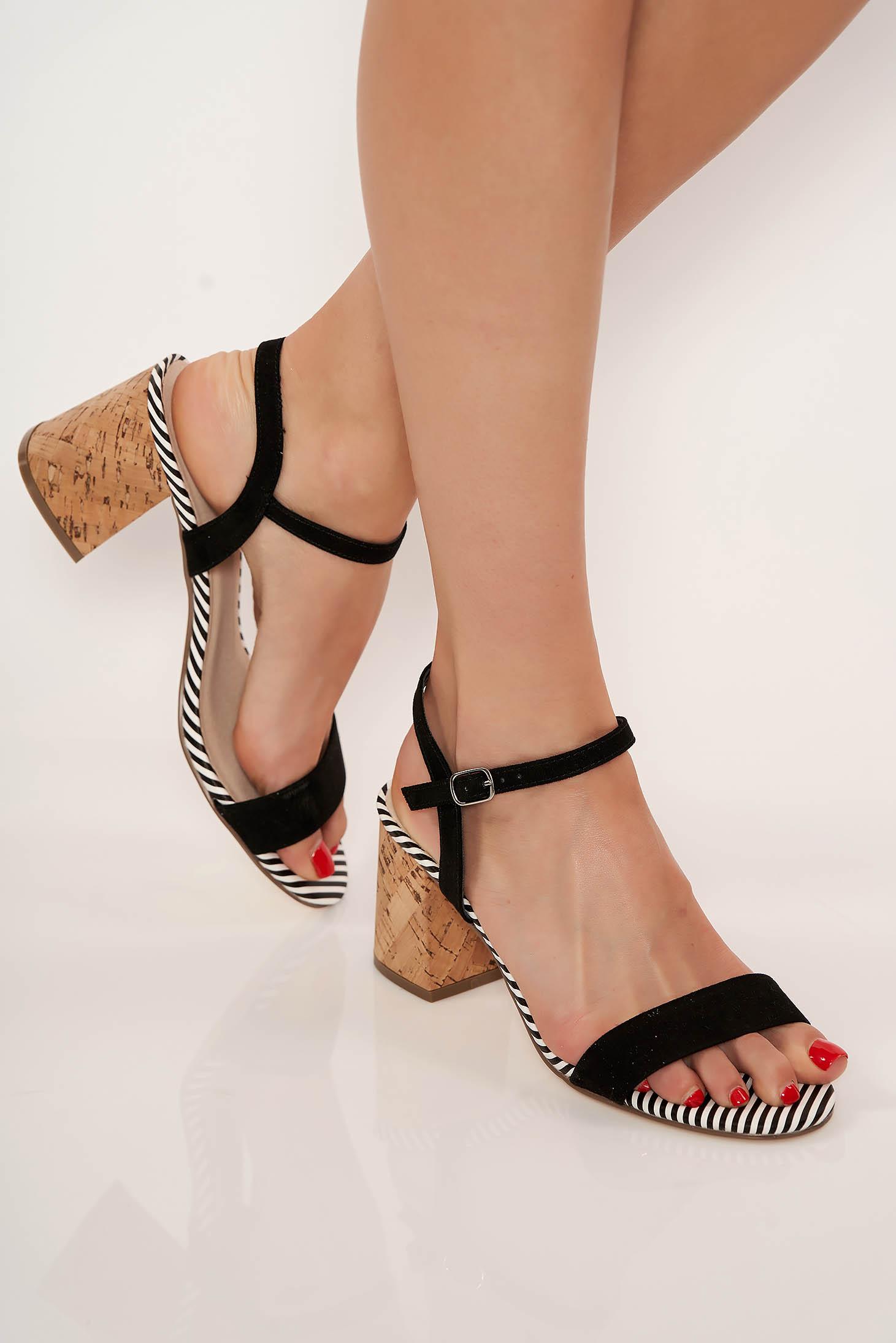 Fekete casual műbőr cipő vékony pántokkal vastag sarokkal