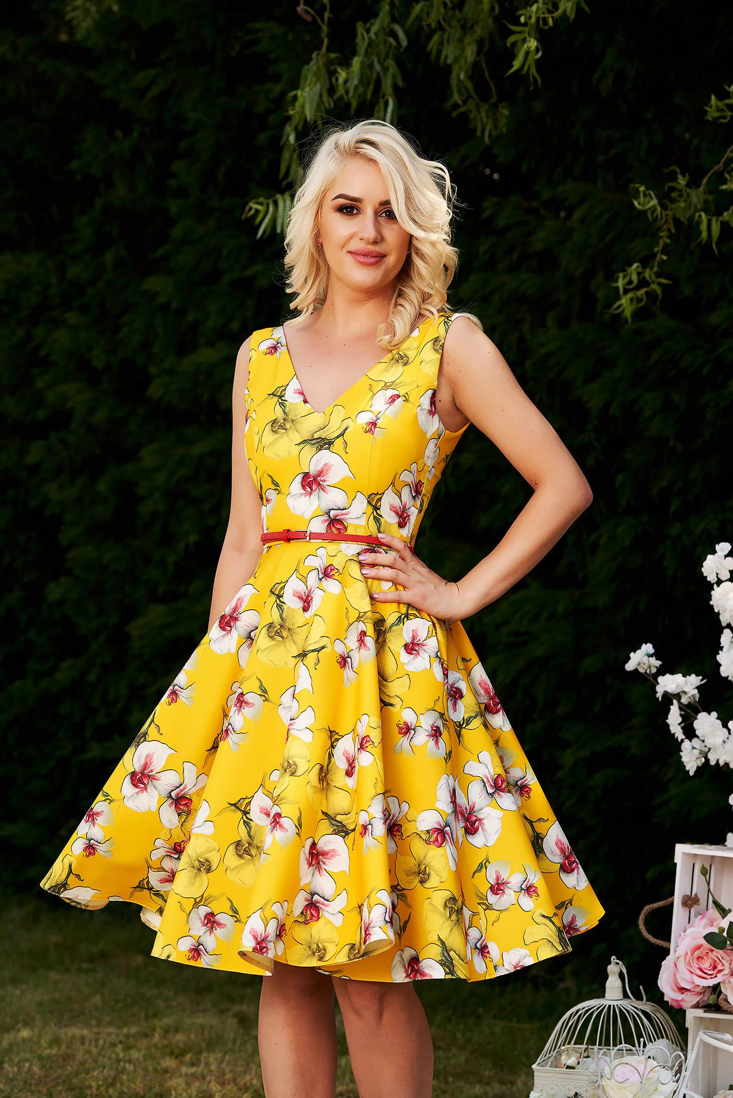 Rochie StarShinerS galbena de ocazie eleganta in clos cu imprimeu floral cu decolteu adanc