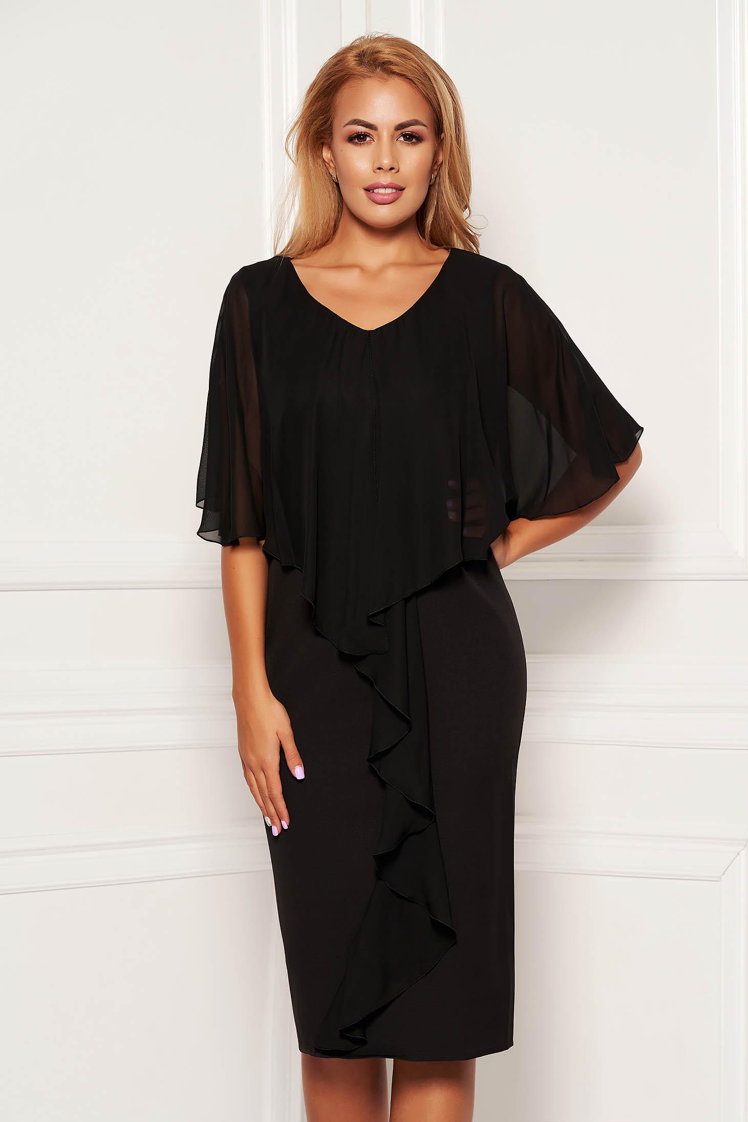Rochie neagra midi de ocazie fara maneci cu un croi cambrat din stofa subtire usor elastica si suprapunere cu voal