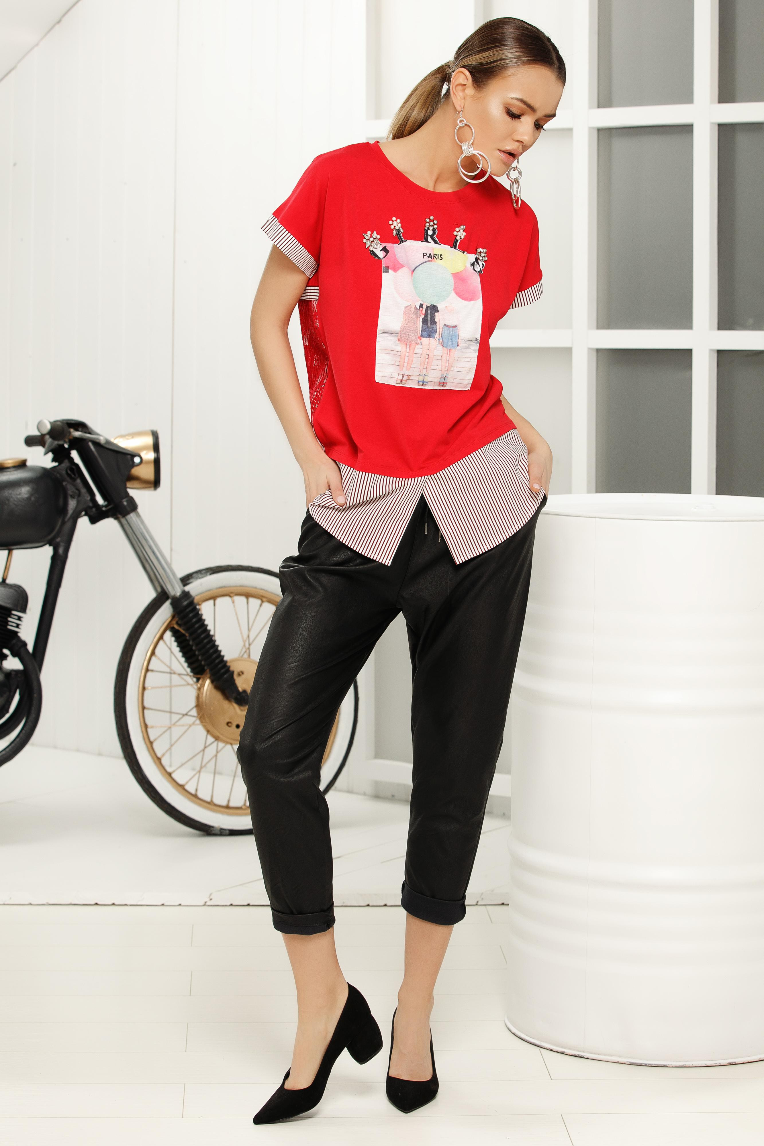 Piros casual bő szabású póló pólónyak grafikai díszítéssel
