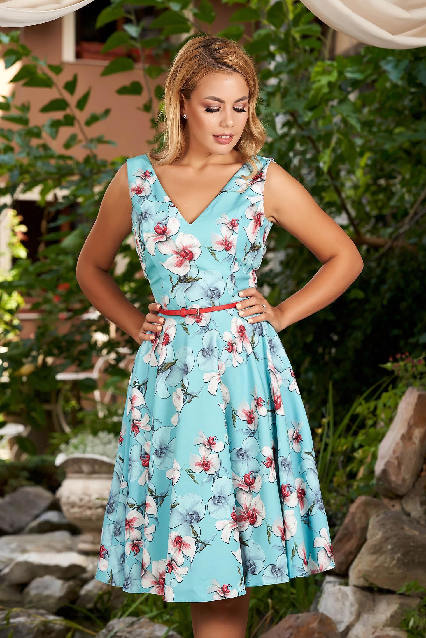 Rochie StarShinerS albastru-deschis midi de zi in clos cu imprimeu floral si decolteu adanc
