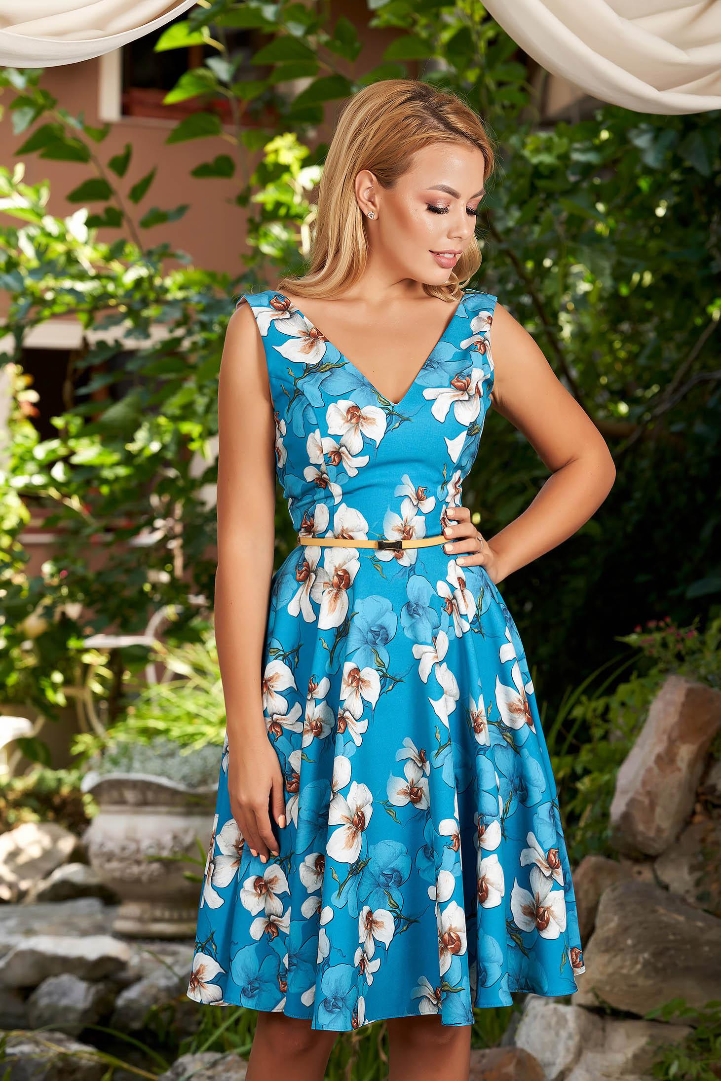 Rochie StarShinerS albastra midi de zi in clos cu imprimeu floral si decolteu adanc