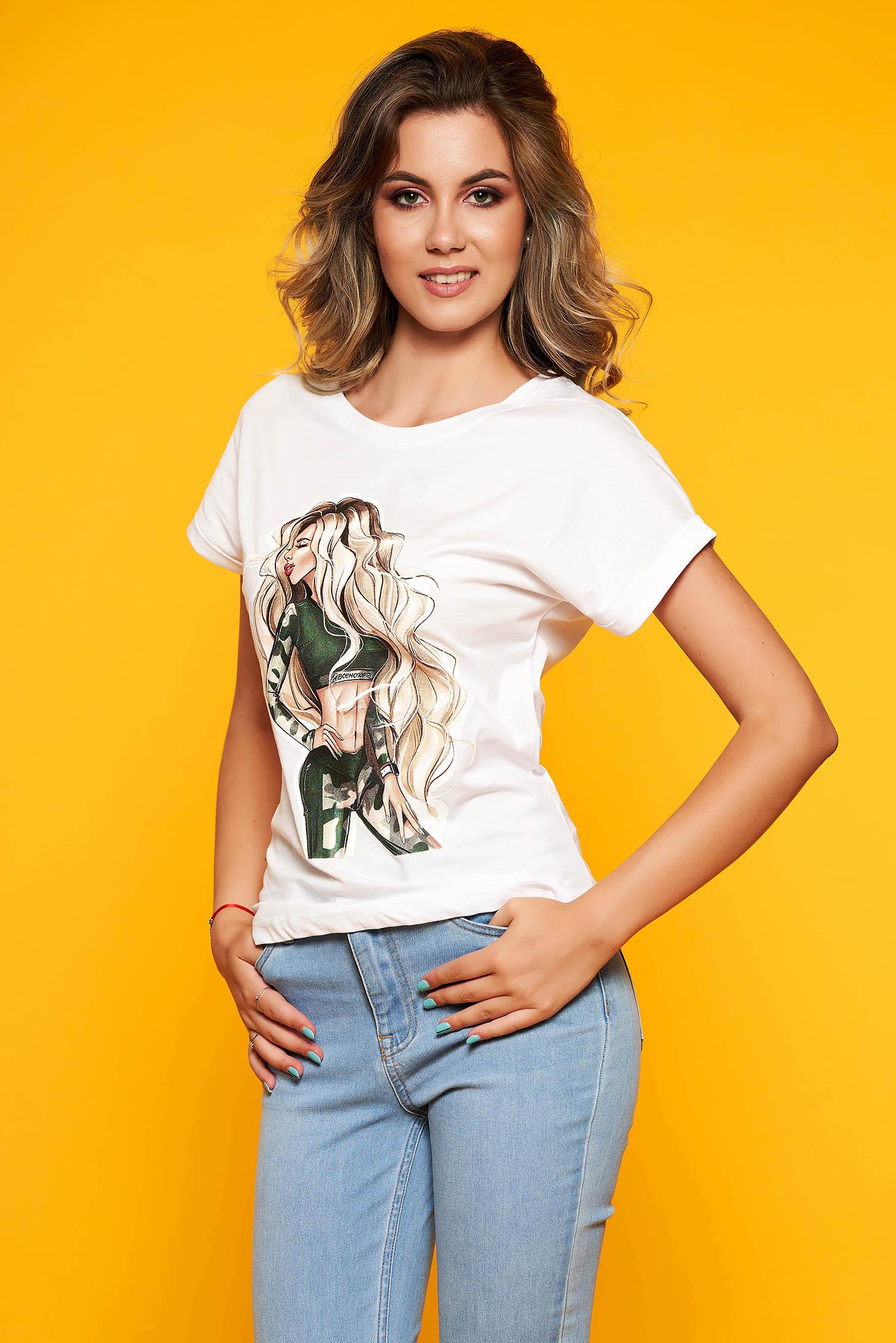 Fehér casual bő szabású pamutból készült póló kerekített dekoltázssal grafikai díszítéssel