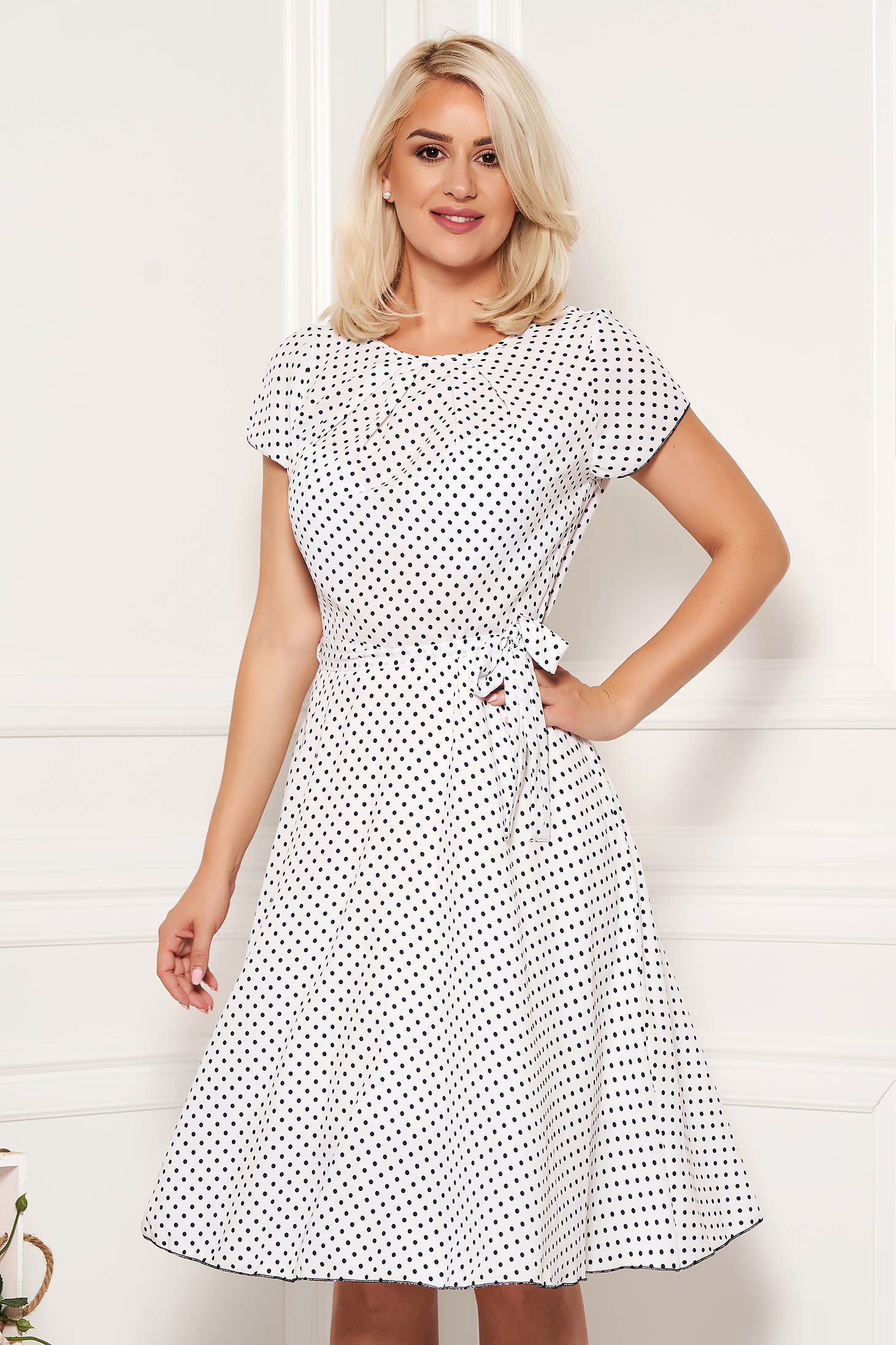 White dress daily dots print with rounded cleavage cloche midi