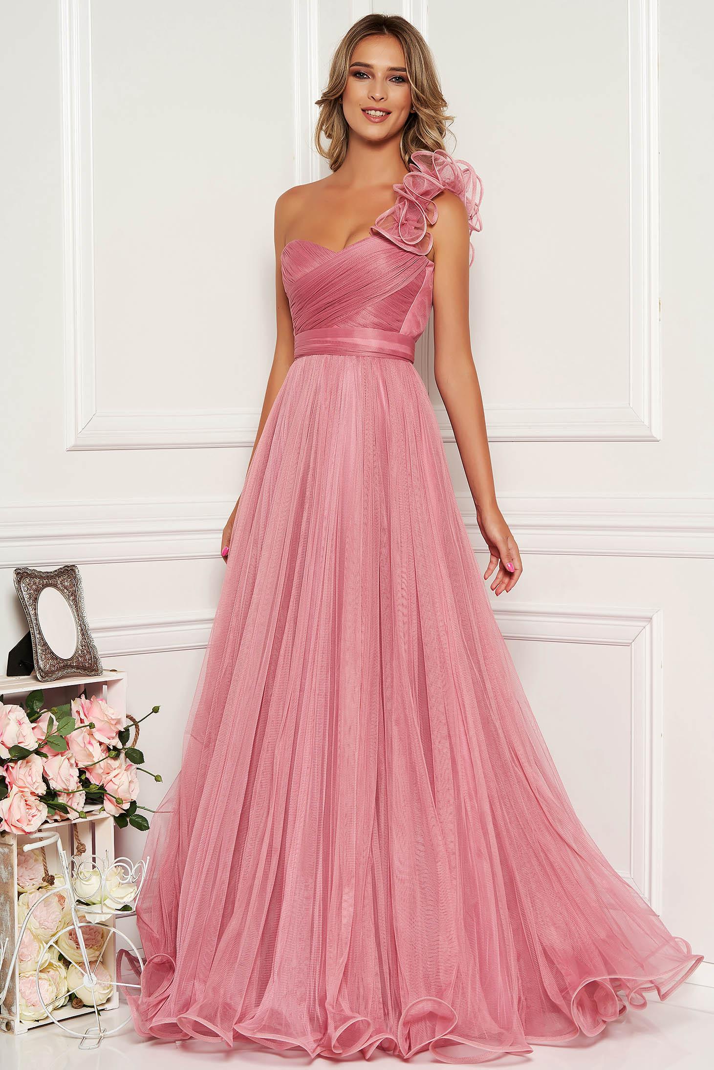 Rochie Ana Radu roz de lux lunga din tul cu croi in clos cu bust buretat si inchidere la spate tip corset