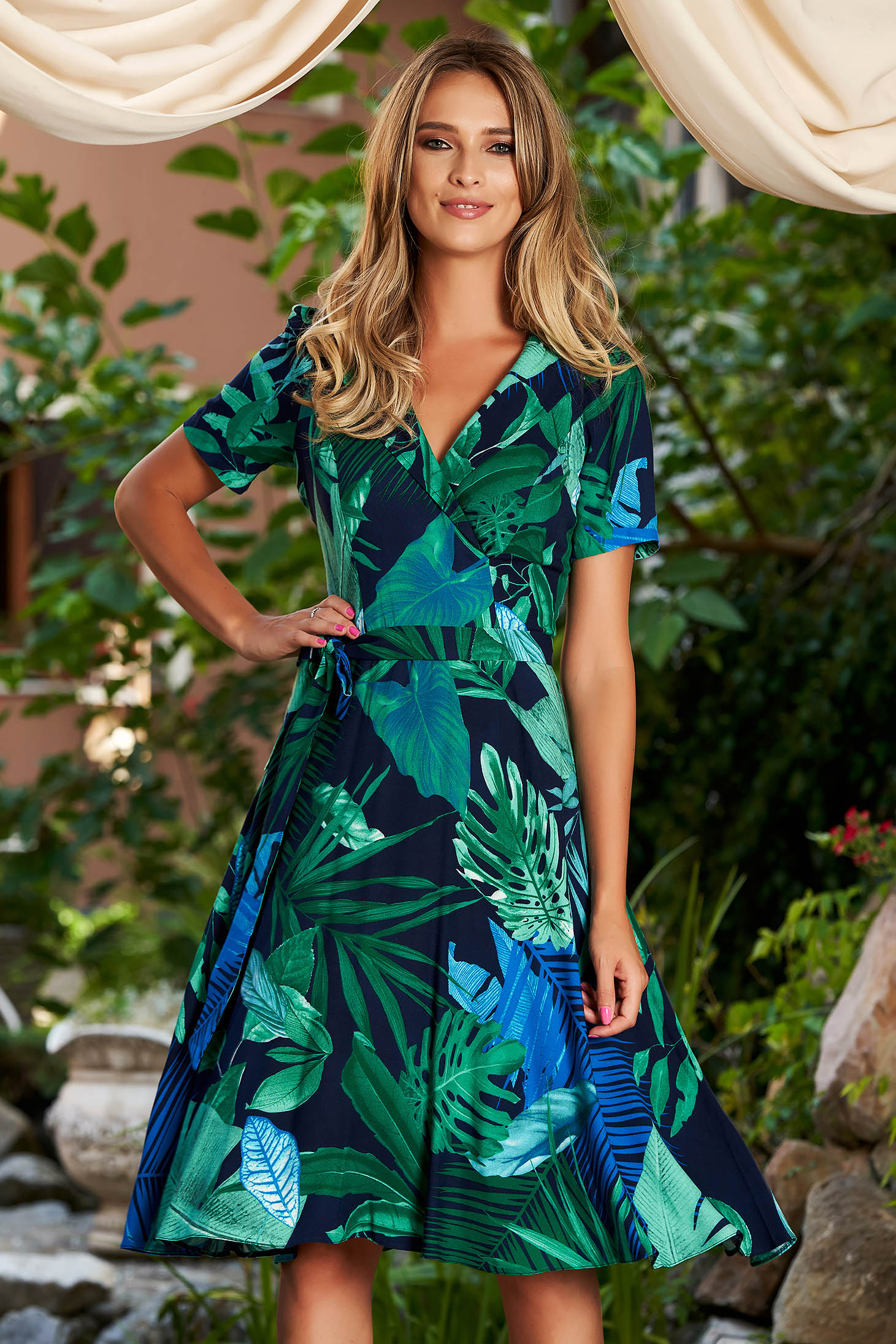Darkblue dress daily cloche midi with v-neckline short sleeves accessorized with tied waistband