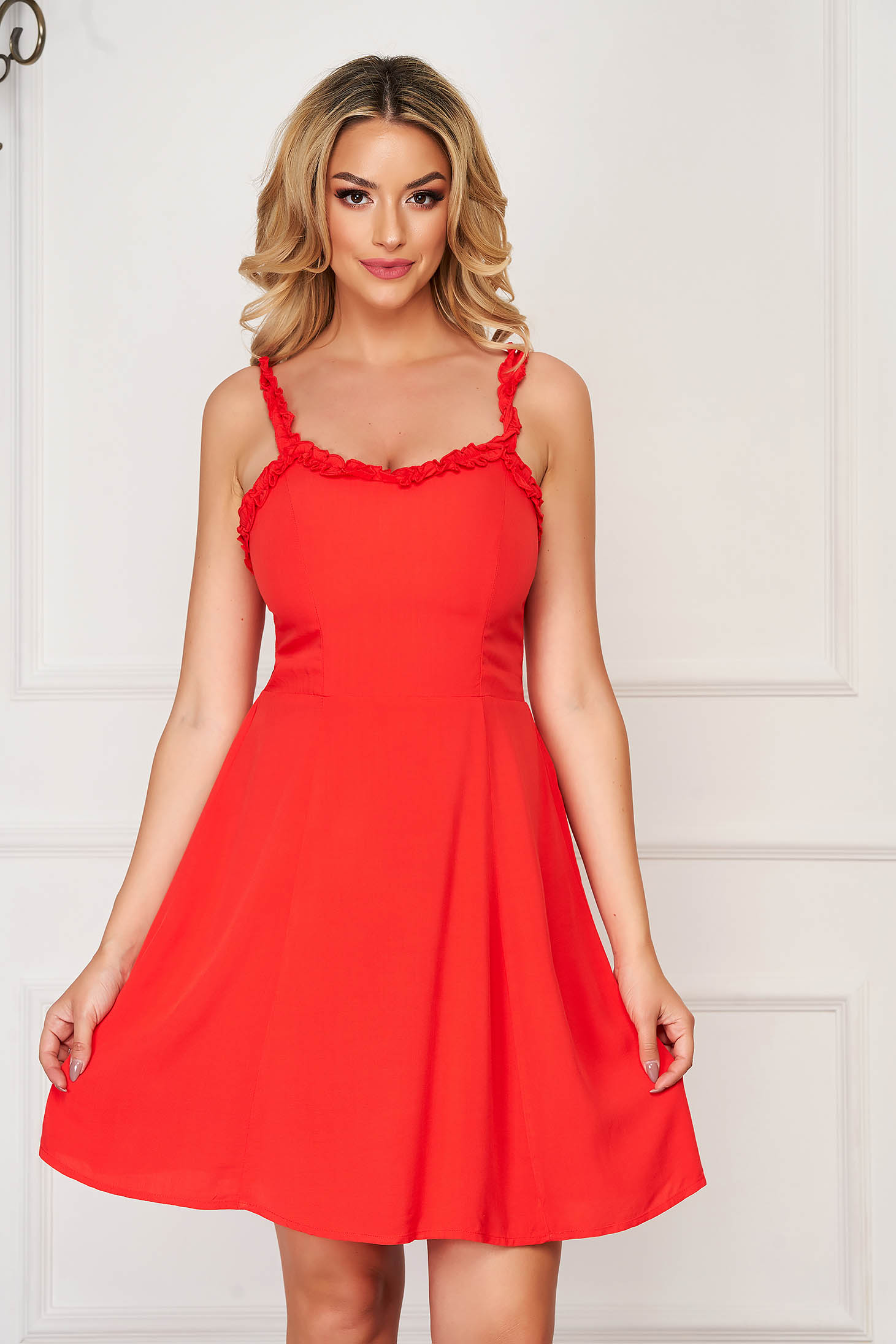 Red dress casual cloche with v-neckline sleeveless