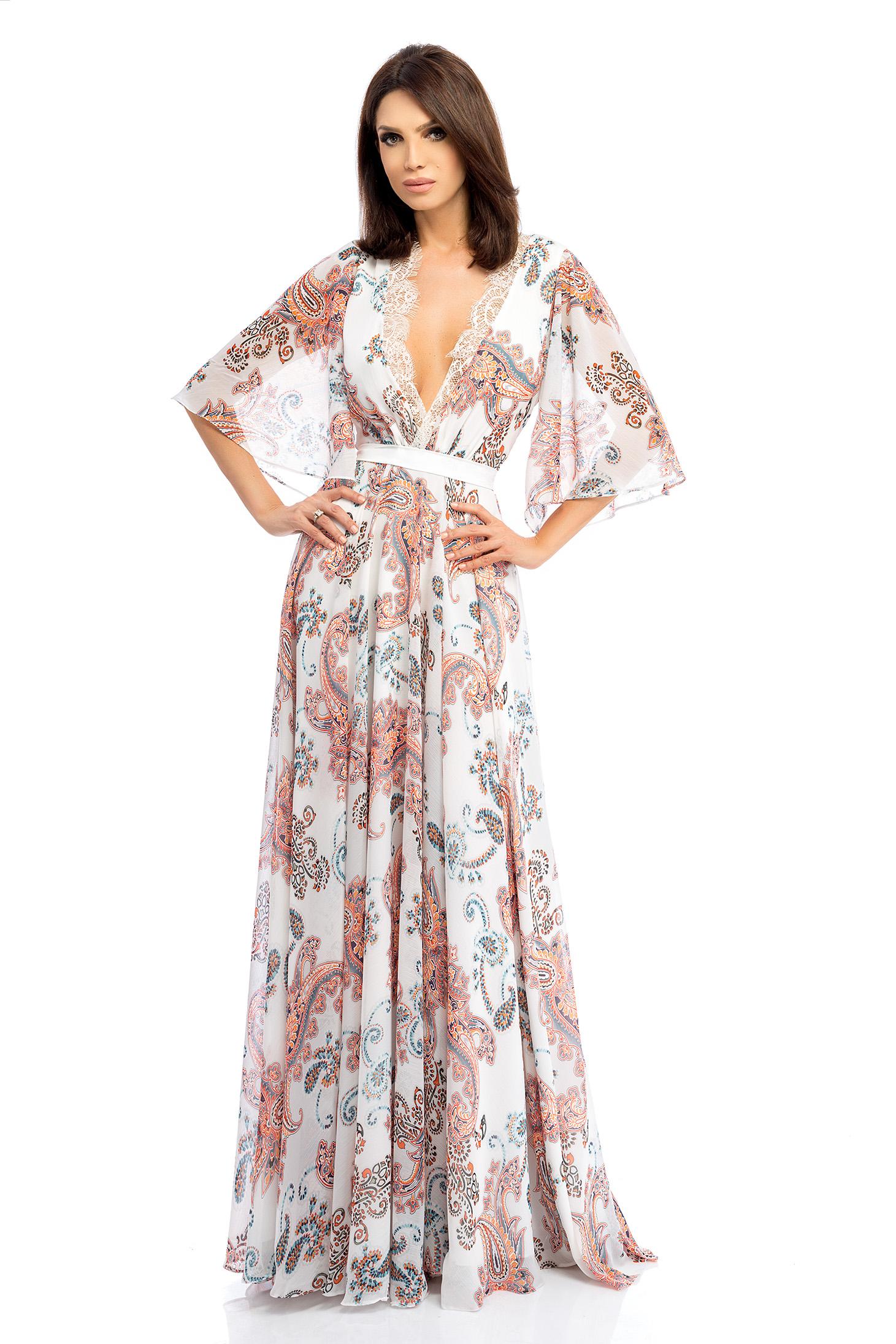 Rochie alba rochii maxi lunga din voal in clos cu decolteu adanc cu maneci tip fluture
