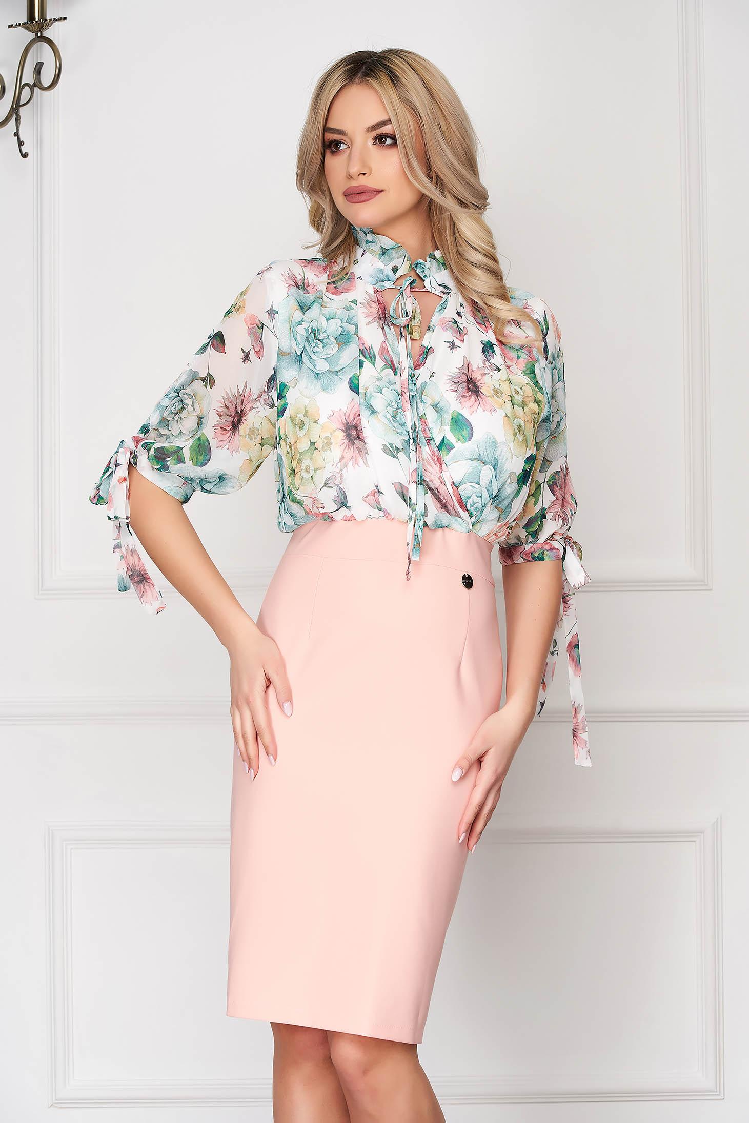 Rochie roz deschis eleganta de zi tip creion cu maneci trei-sferturi si imprimeuri florale