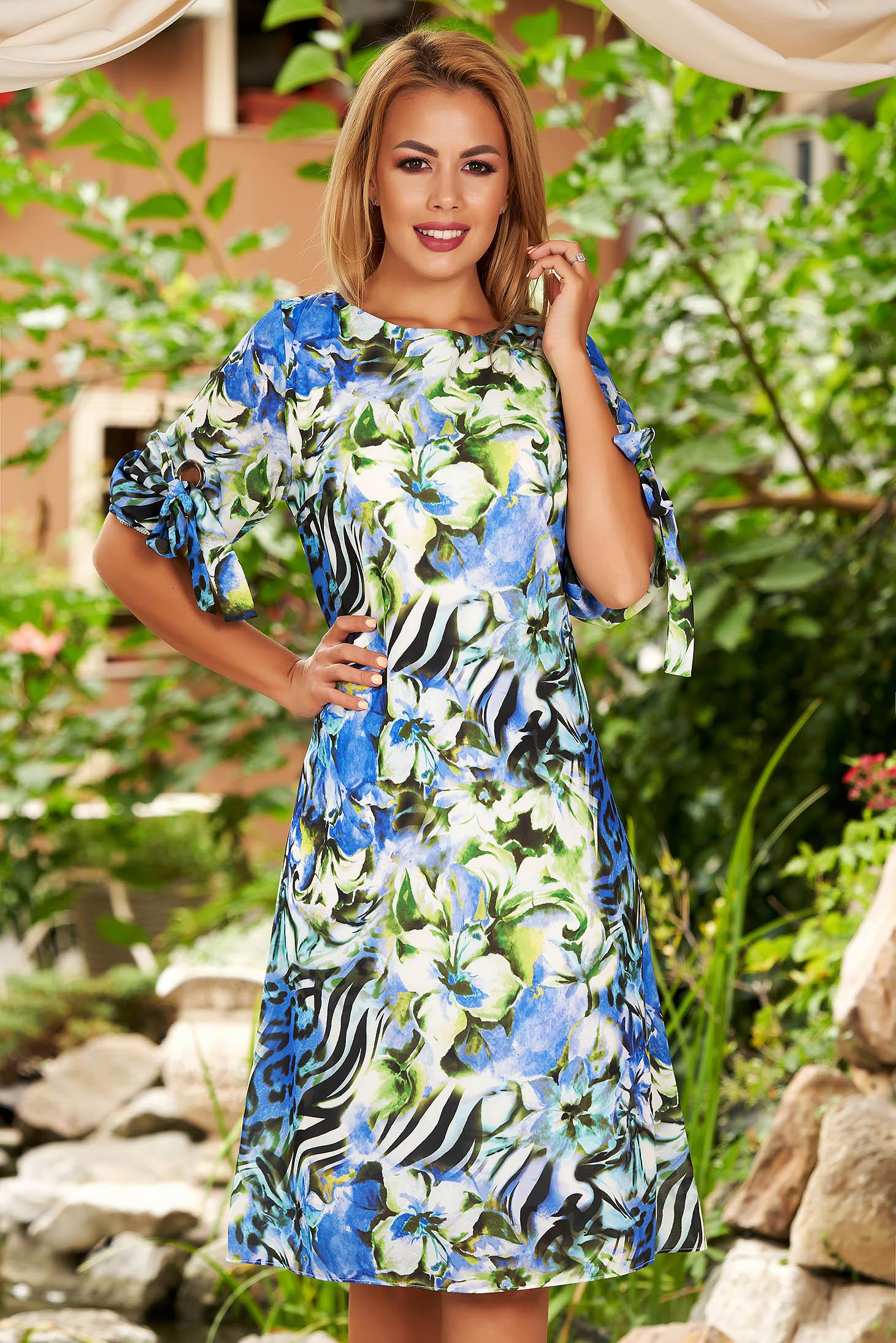 Rochie albastra midi de zi din voal cu croi in a si imprimeu floral