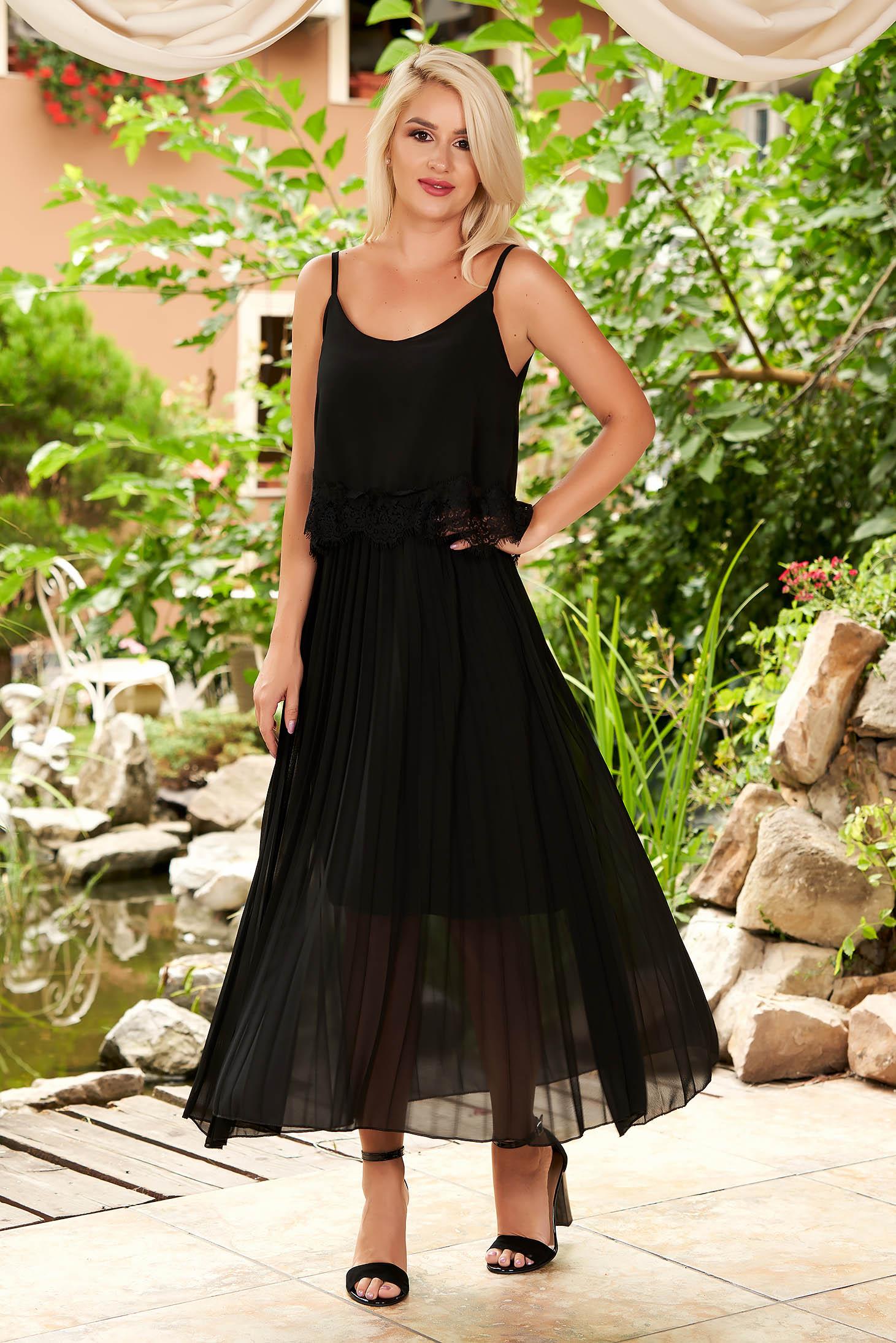 Fekete bő szabású pántos rakott, pliszírozott midi hétköznapi ruha muszlinból