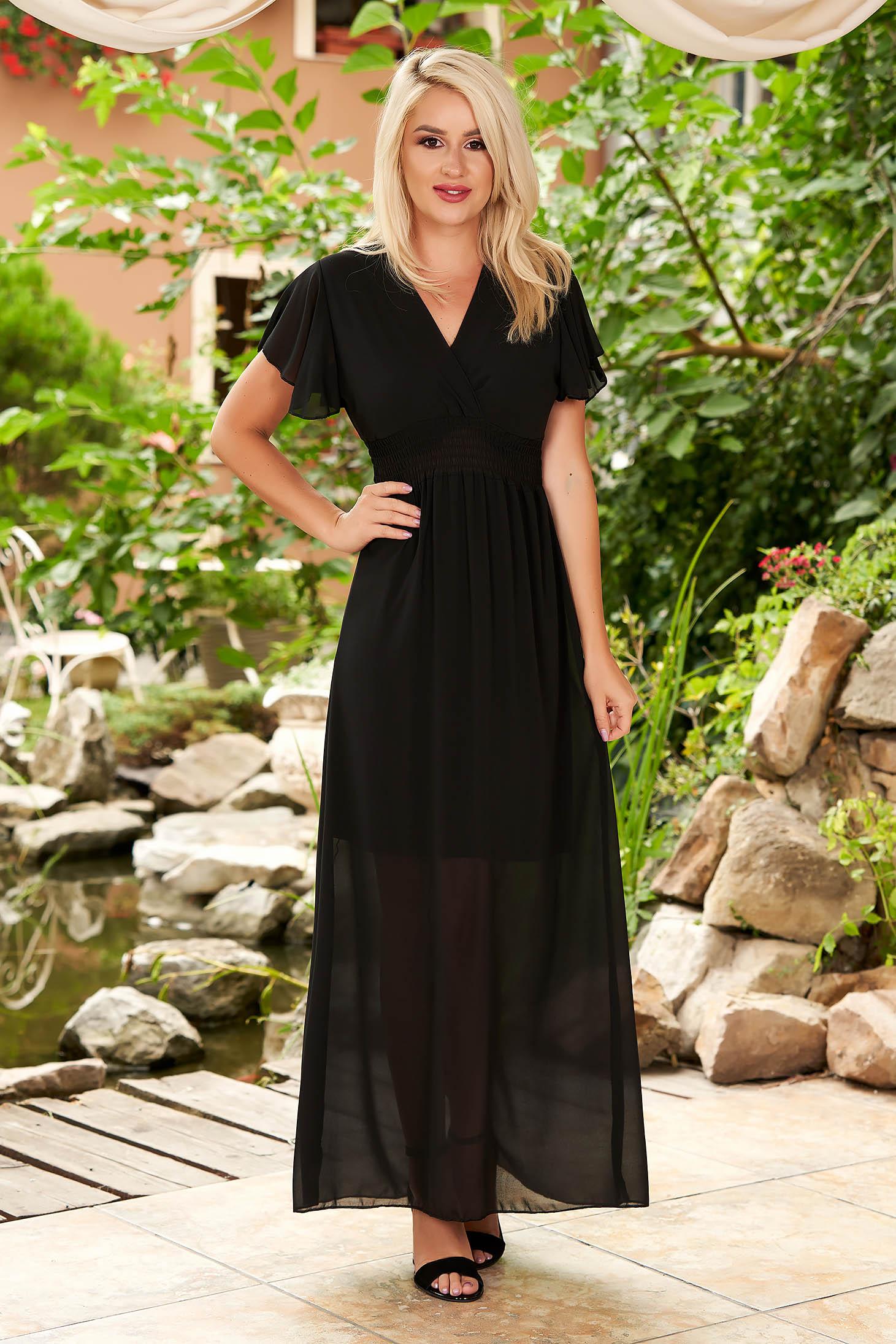 Fekete maxi ruha muszlinból mély dekoltázzsal