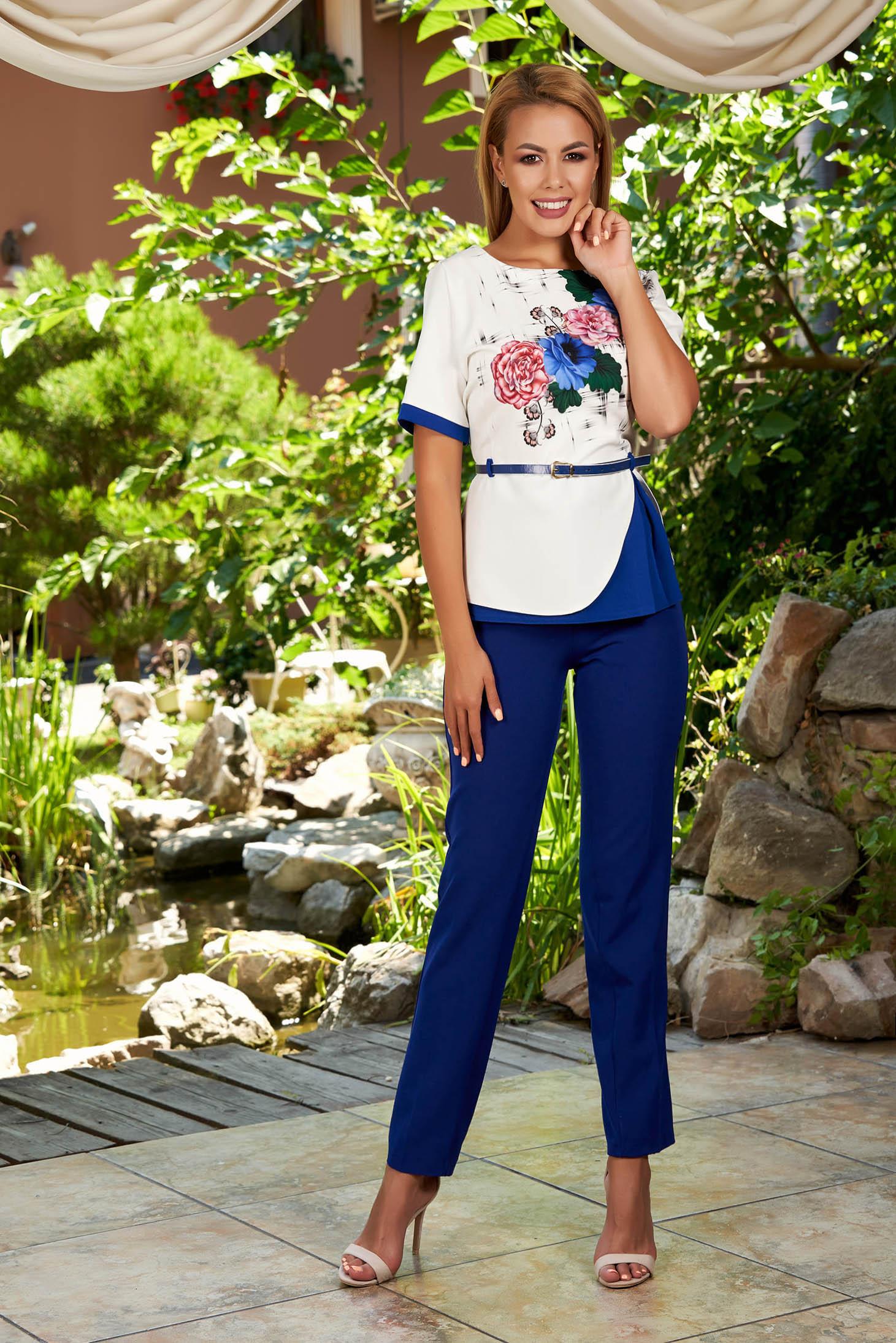 Compleu albastru elegant din 2 piese cu pantaloni cu accesoriu tip curea si imprimeu floral