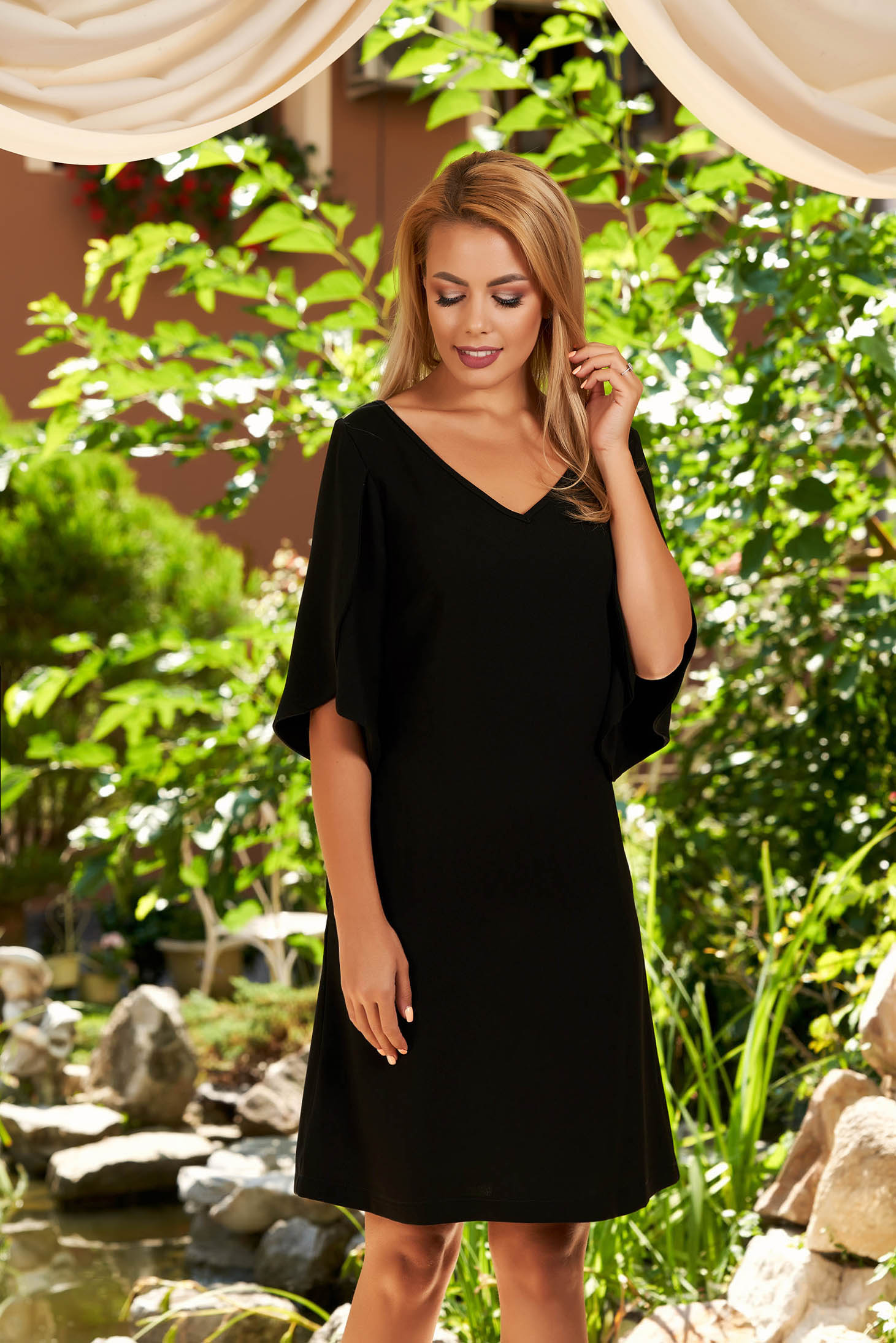 Short cut elegant black dress straight with pockets with v-neckline with cut-out sleeves
