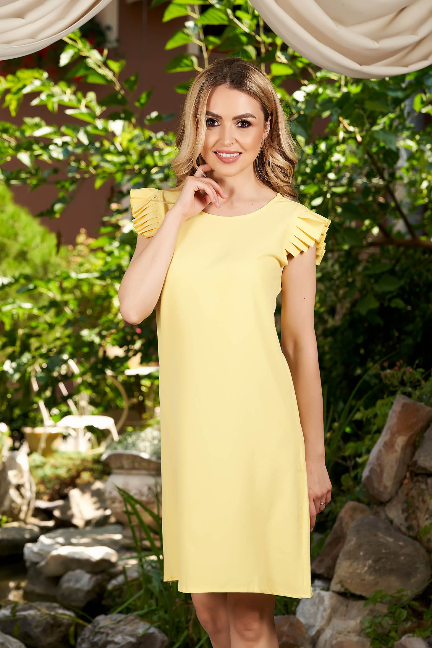 Yellow dress daily short cut flared short sleeves with rounded cleavage