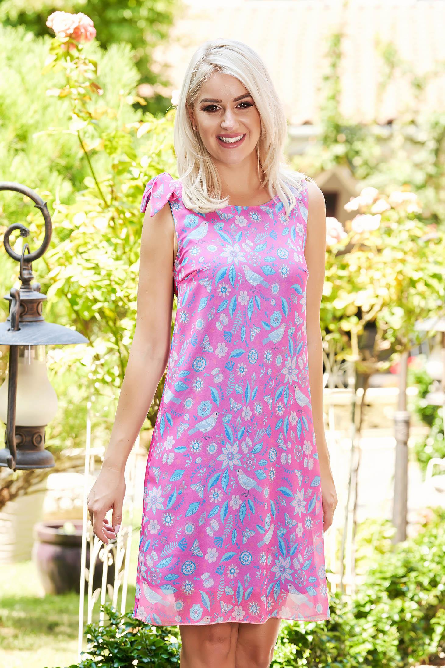 Rochie StarShinerS roz scurta de zi cu un croi drept fara maneci accesorizata cu o fundita cu imprimeuri grafice