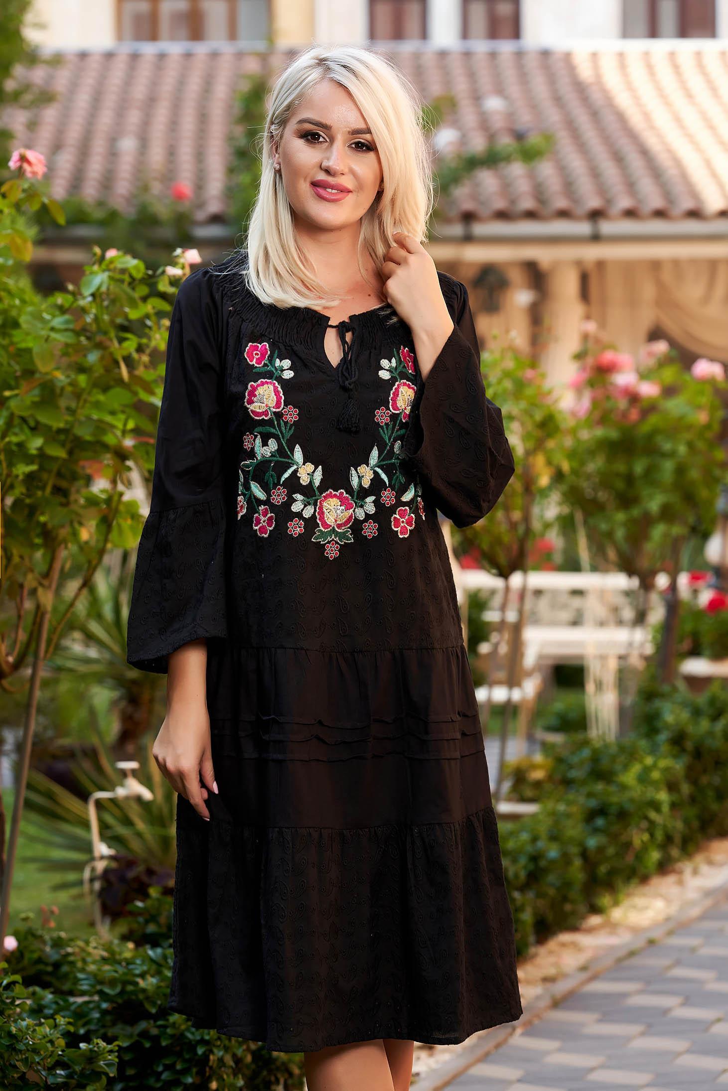 Rochie neagra de zi midi din bumbac cu croi larg broderie florala cu maneci lungi pe umeri