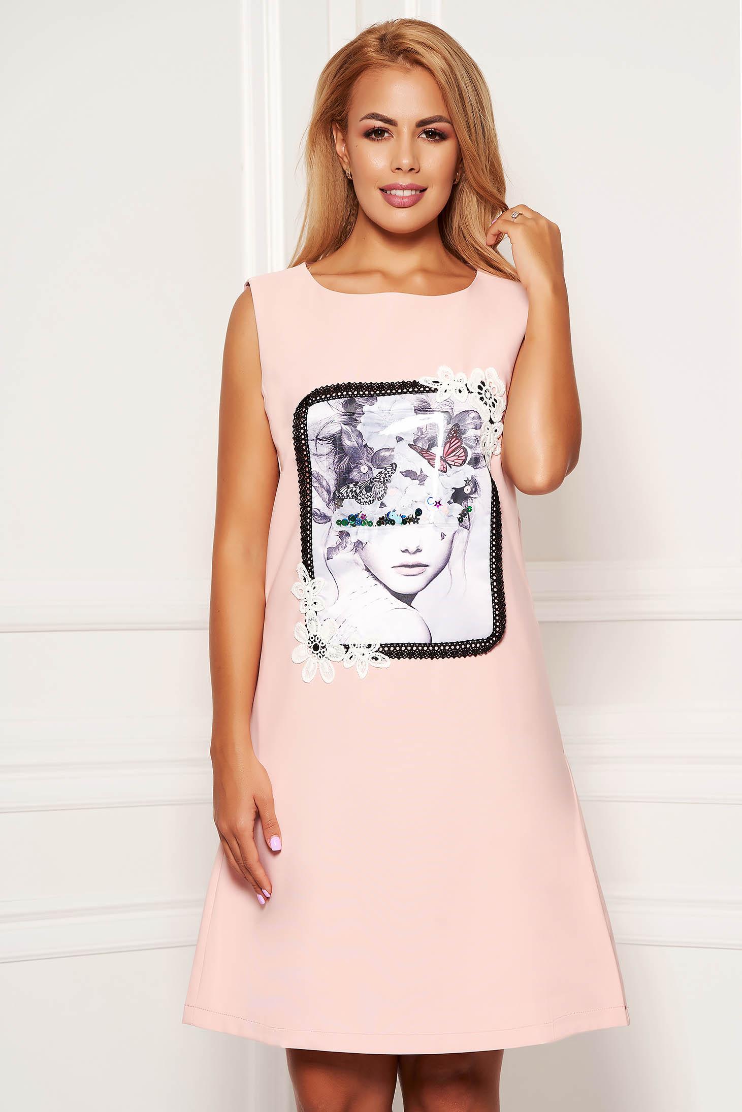Rochie LaDonna roz scurta de zi din stofa cu croi in a cu buzunare fara maneci cu imprimeuri grafice