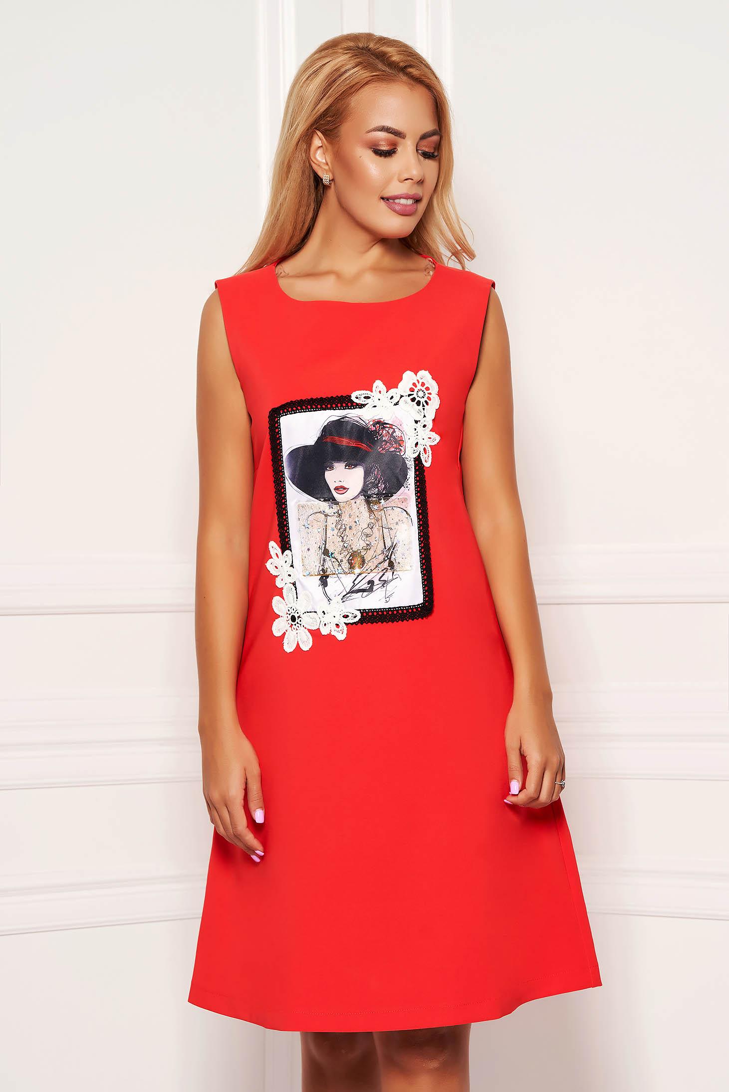 Rochie LaDonna rosie scurta de zi din stofa cu croi in a cu buzunare fara maneci cu imprimeuri grafice