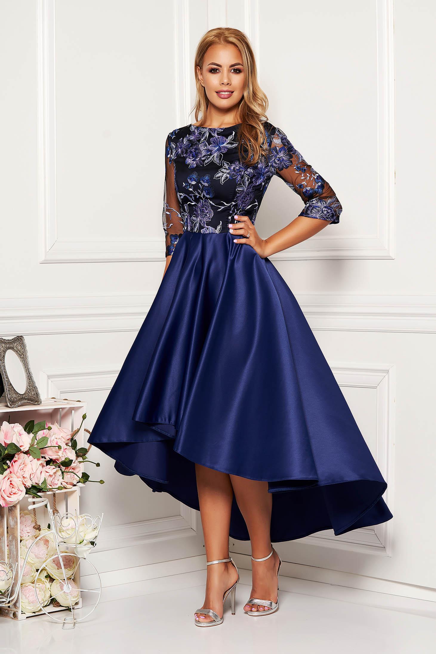 Rochie albastru-inchis midi de ocazie asimetrica din dantela si satin cu decolteu rotunjit si maneci trei-sferturi