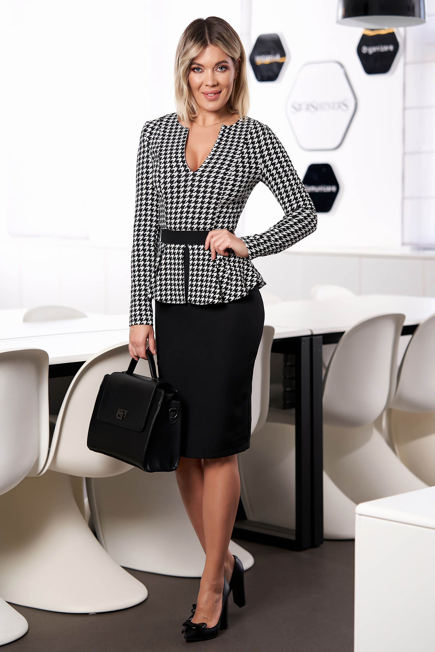 Fekete StarShinerS elegáns irodai rövid ruha peplummal hosszú ujjakkal szövetből